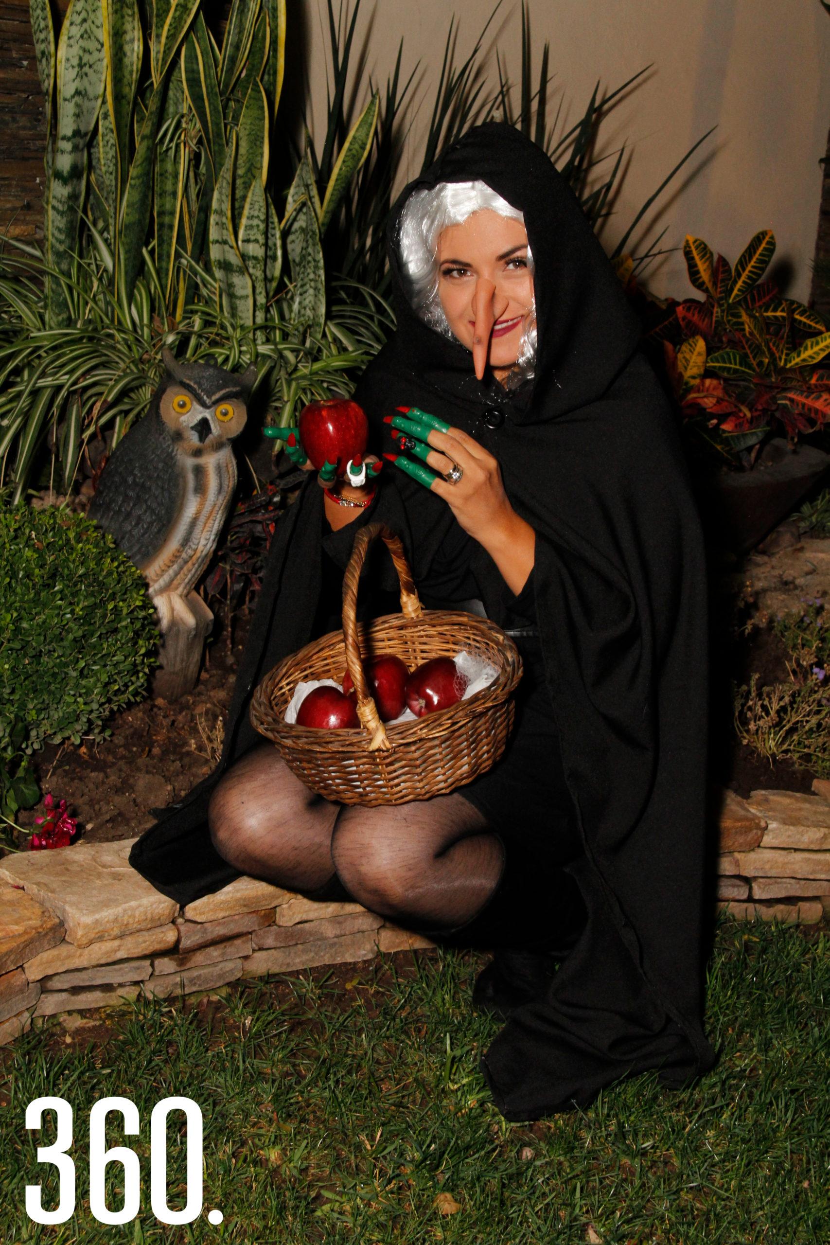 """Lily Barajas """"Malefica"""", llevó sus manzanas envenenadas."""