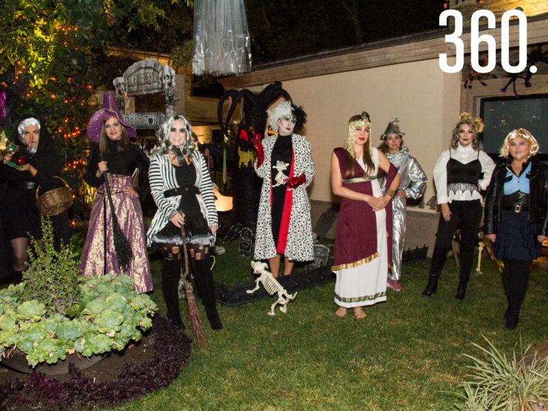 """Las integrantes del club de jardinería Tulipán tuvieron su sesión especial con una """"Noche de Brujas""""."""
