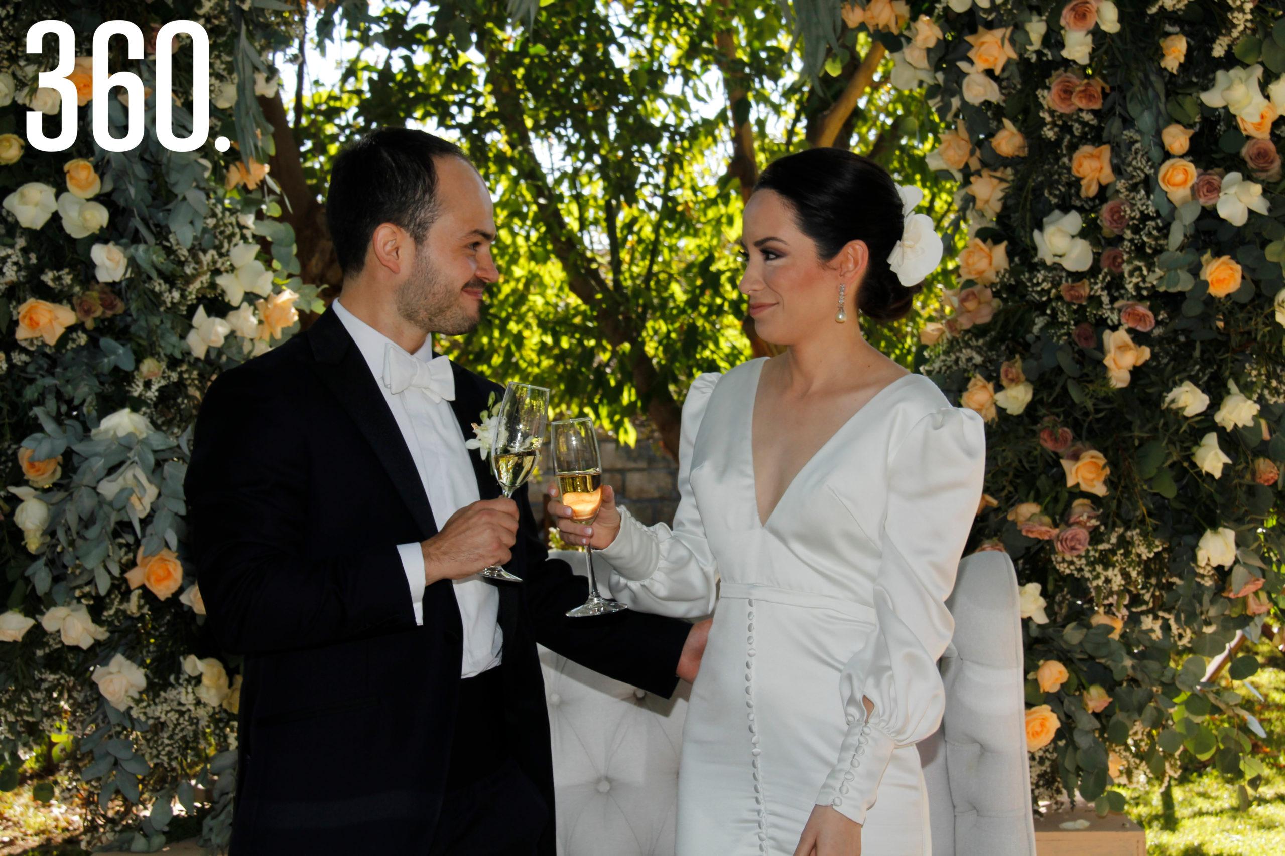 Miriam Rubio Flores y Juan Bautista de la Garza Garza contrajeron matrimonio en La Casa de Arriba.