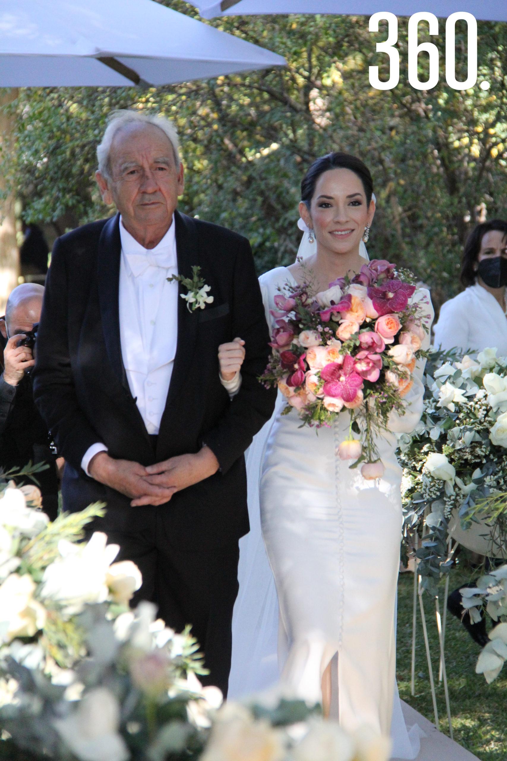 Armando Rubio Pérez acompañó a su hija Miriam hasta el altar.