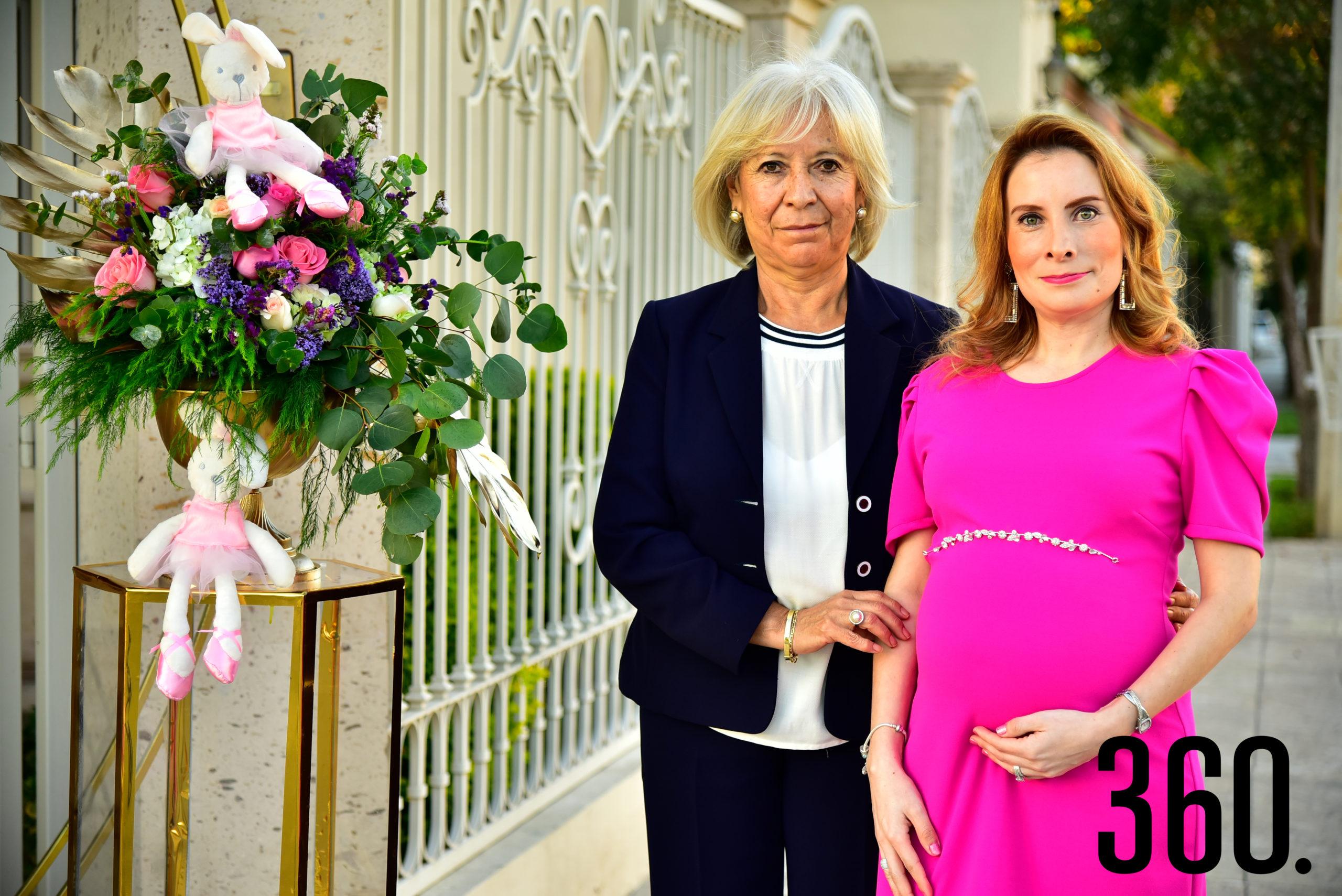 Perla Almaguer Martínez con su mamá, Juanis de Almaguer.