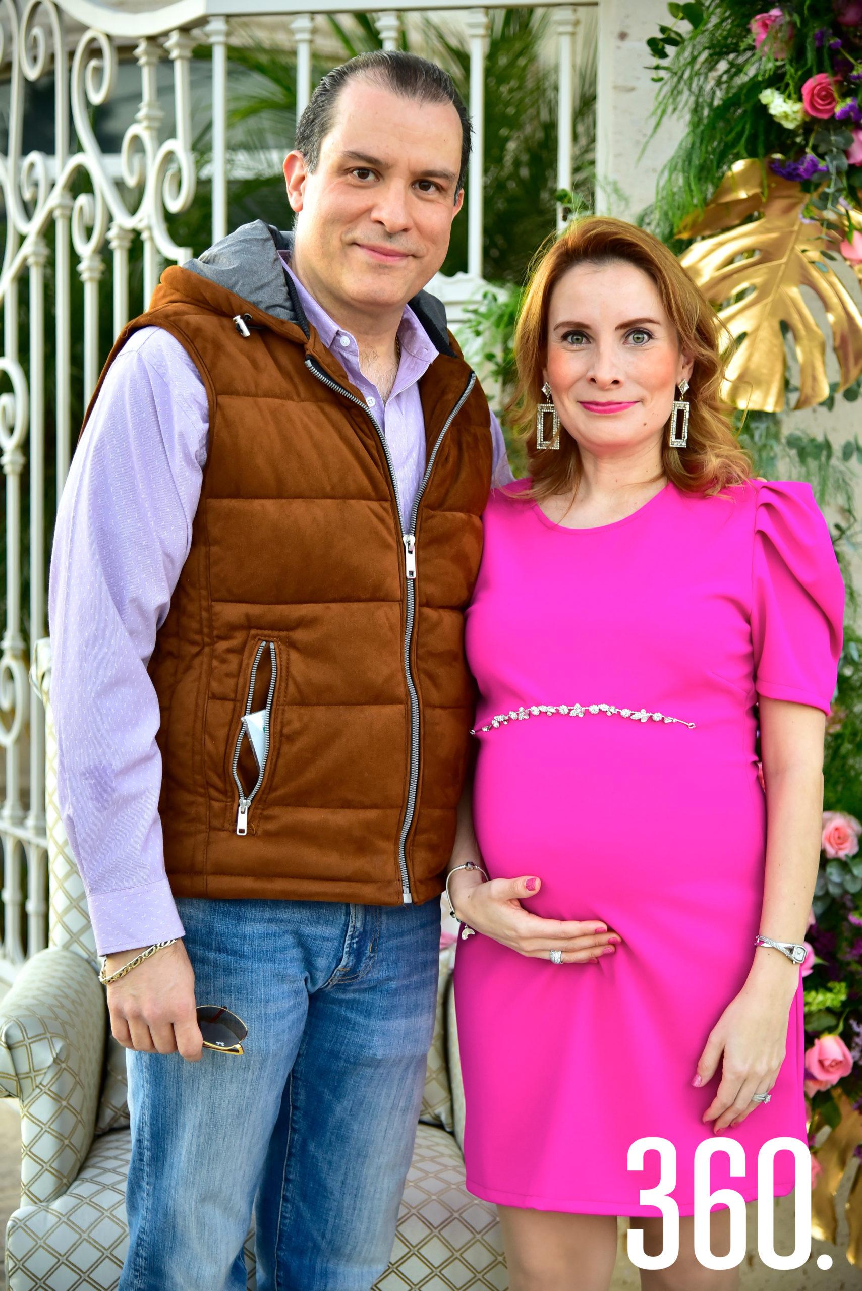 Perla Almaguer y su esposo Pedro Espino.