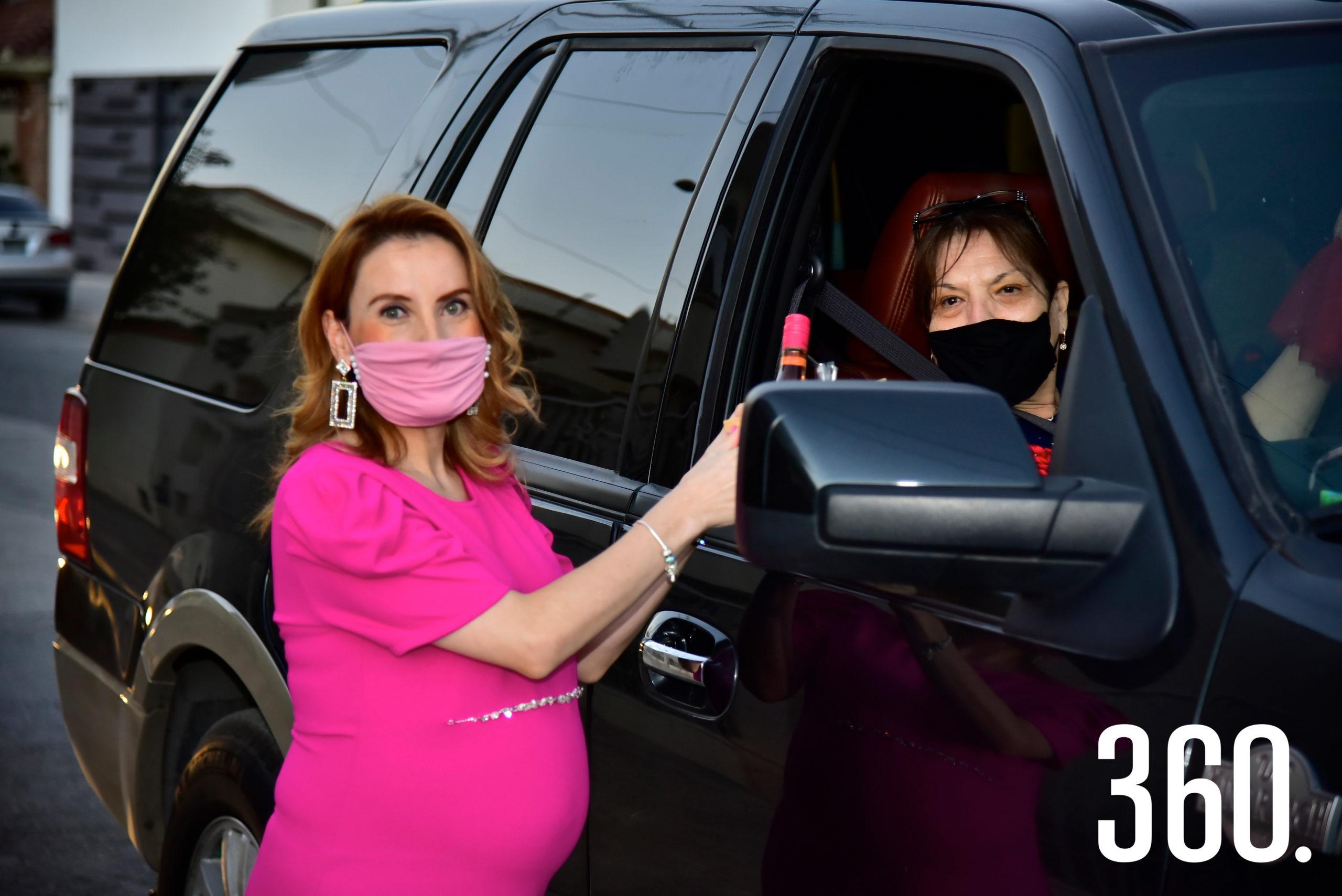 Perla Almaguer y Gloria Zamora.