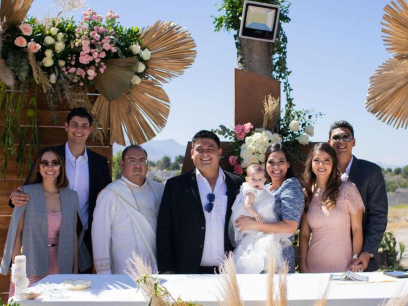 Irene Ortiz, Arturo Prado, Padre Christian Figueroa, Daniel Chávez, Ana Victoria Chávez Prado, Ana Karen Prado, Gabriela Muñoz y Armando Prado.