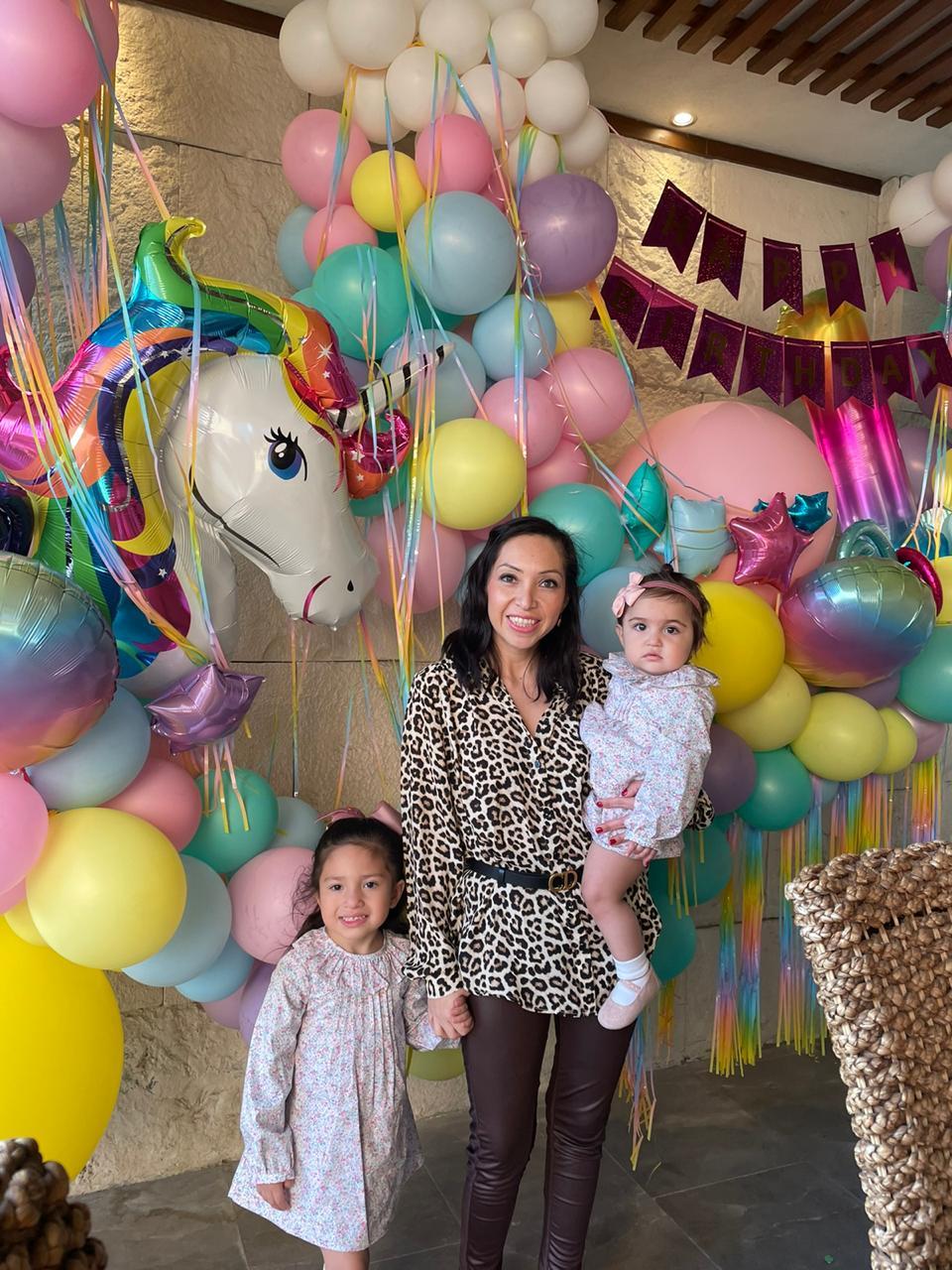 Brenda Siller Alday con sus hijas Victoria e Isabella.
