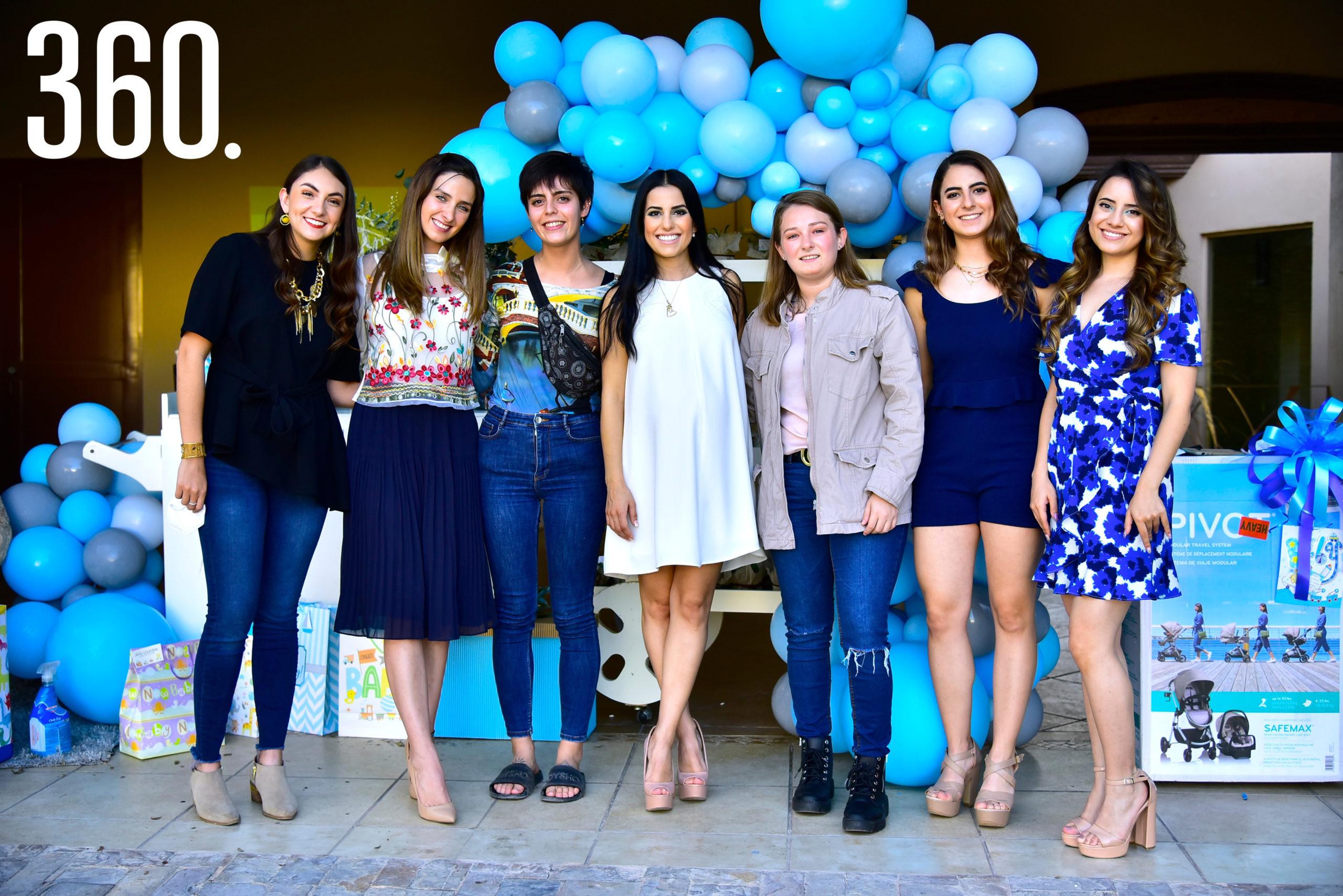 Elsa Treviño, Lucía Garza, María Treviño, Andrea Iga, Ana Sofía Garza, Yelile Iga y Grecia Iga.
