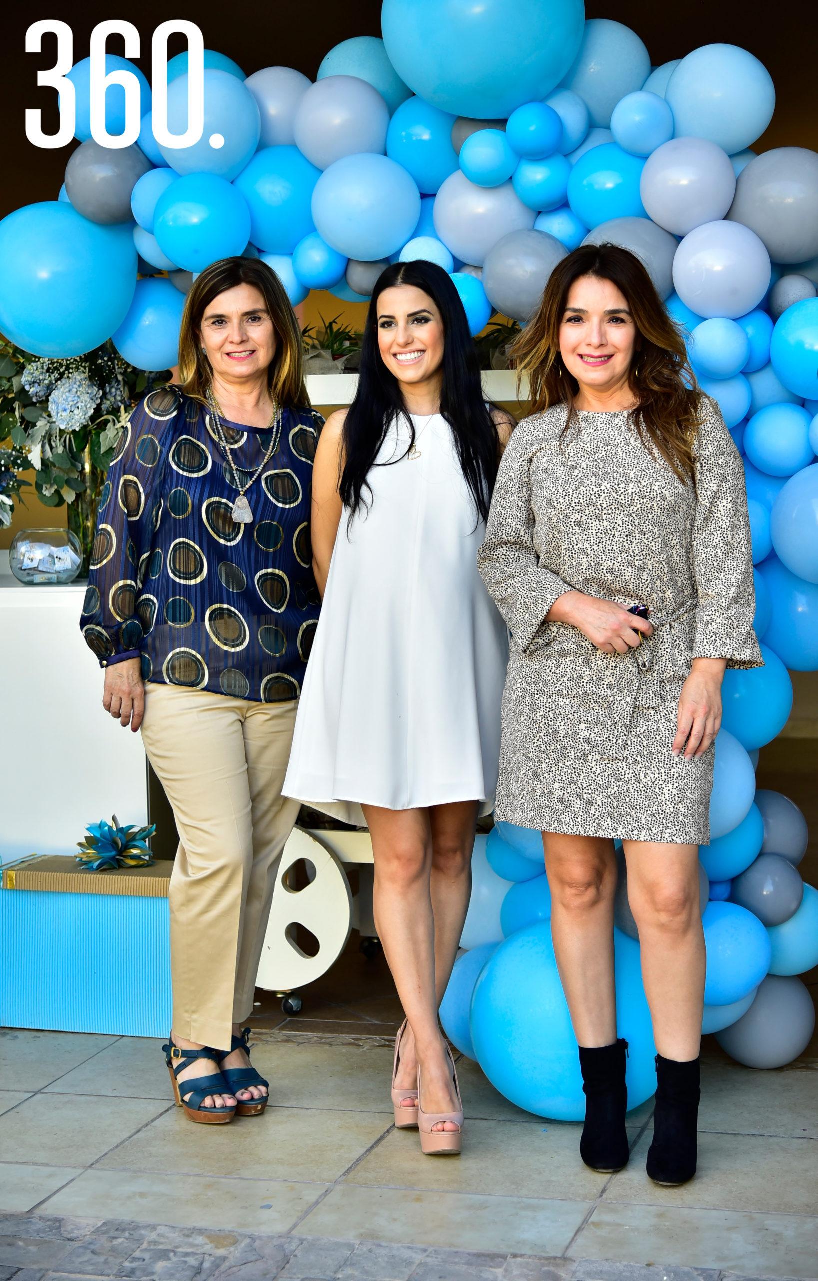 Cristi Valdés, Andrea Iga y Claudia Valdés.