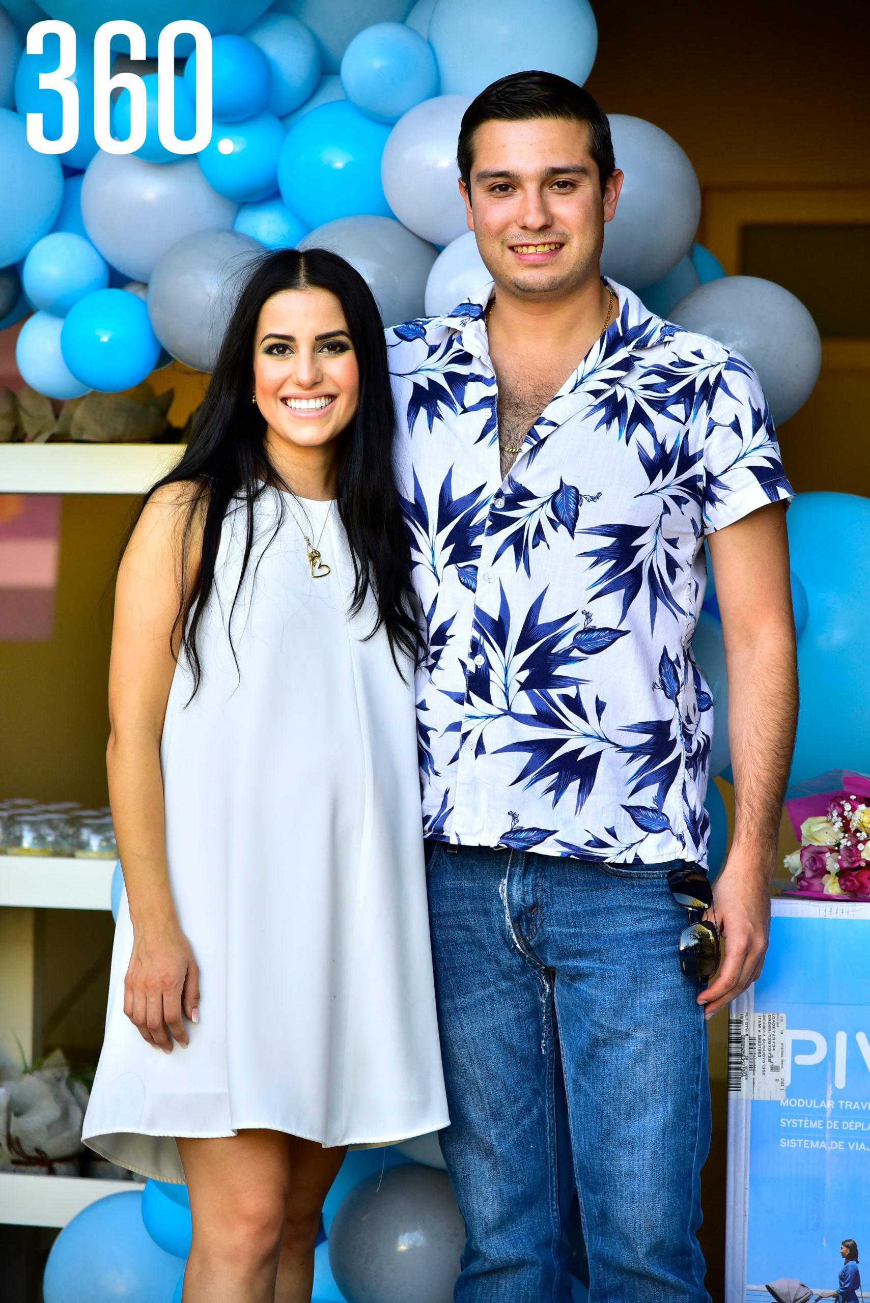 Andrea Iga con su esposo, Alejandro Garza.