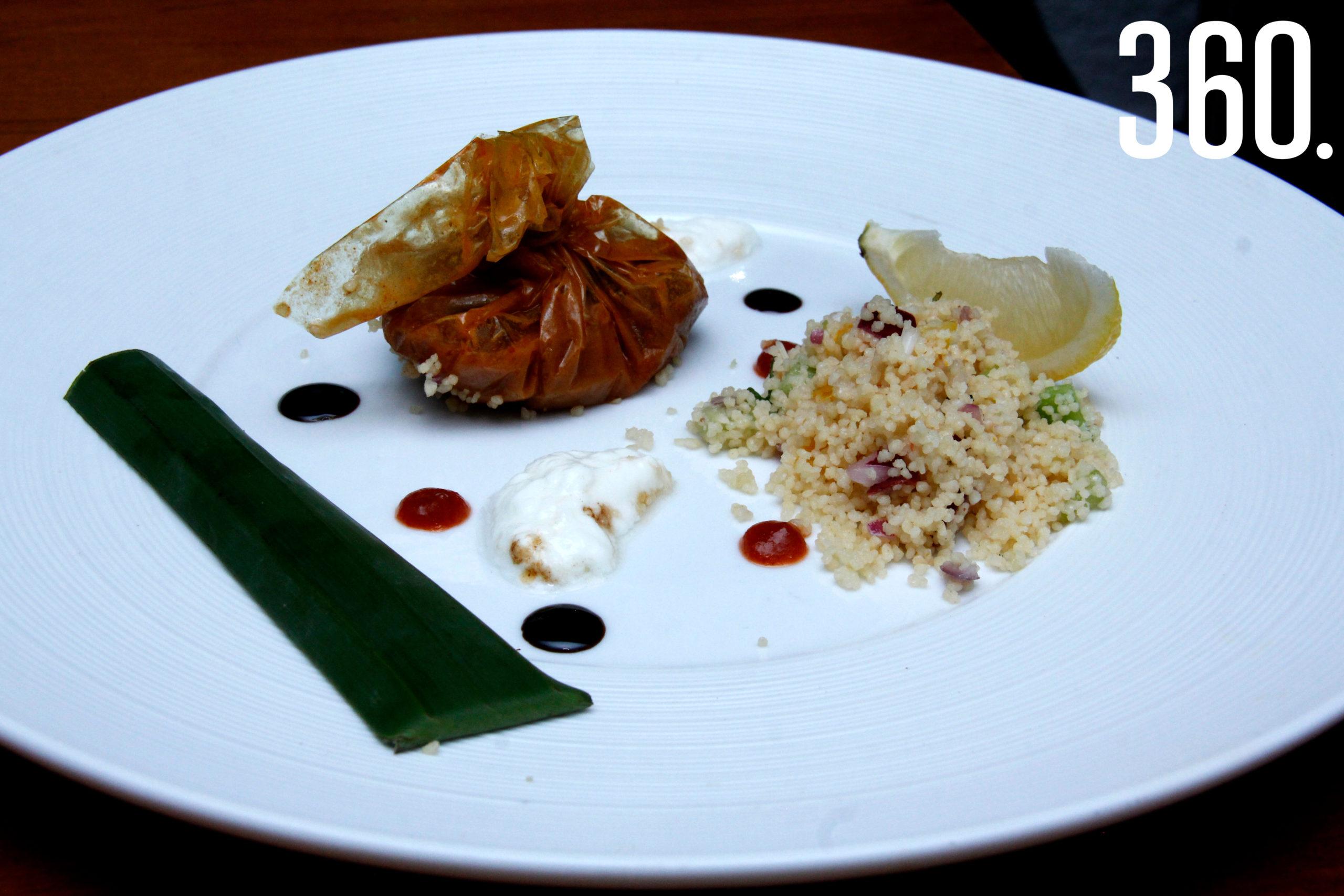 Mixiote relleno de pulpo con curry de lemon grass y coco, tabulé y jocoque, cuarto tiempo.