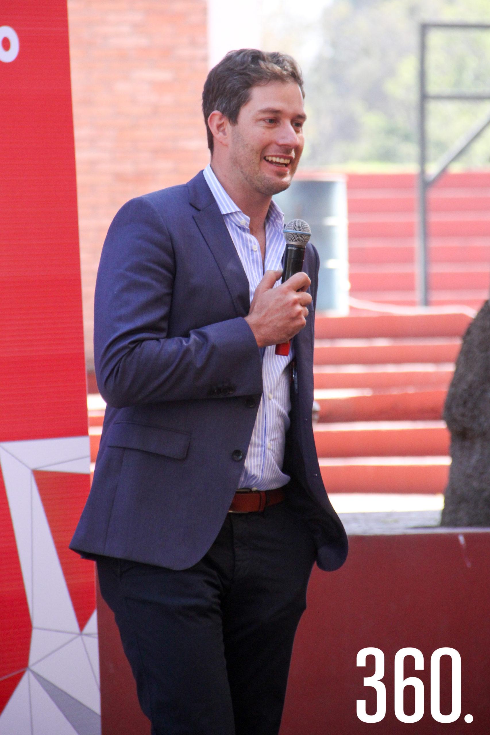 Esteban Garza, Director General de Universidad Carolina