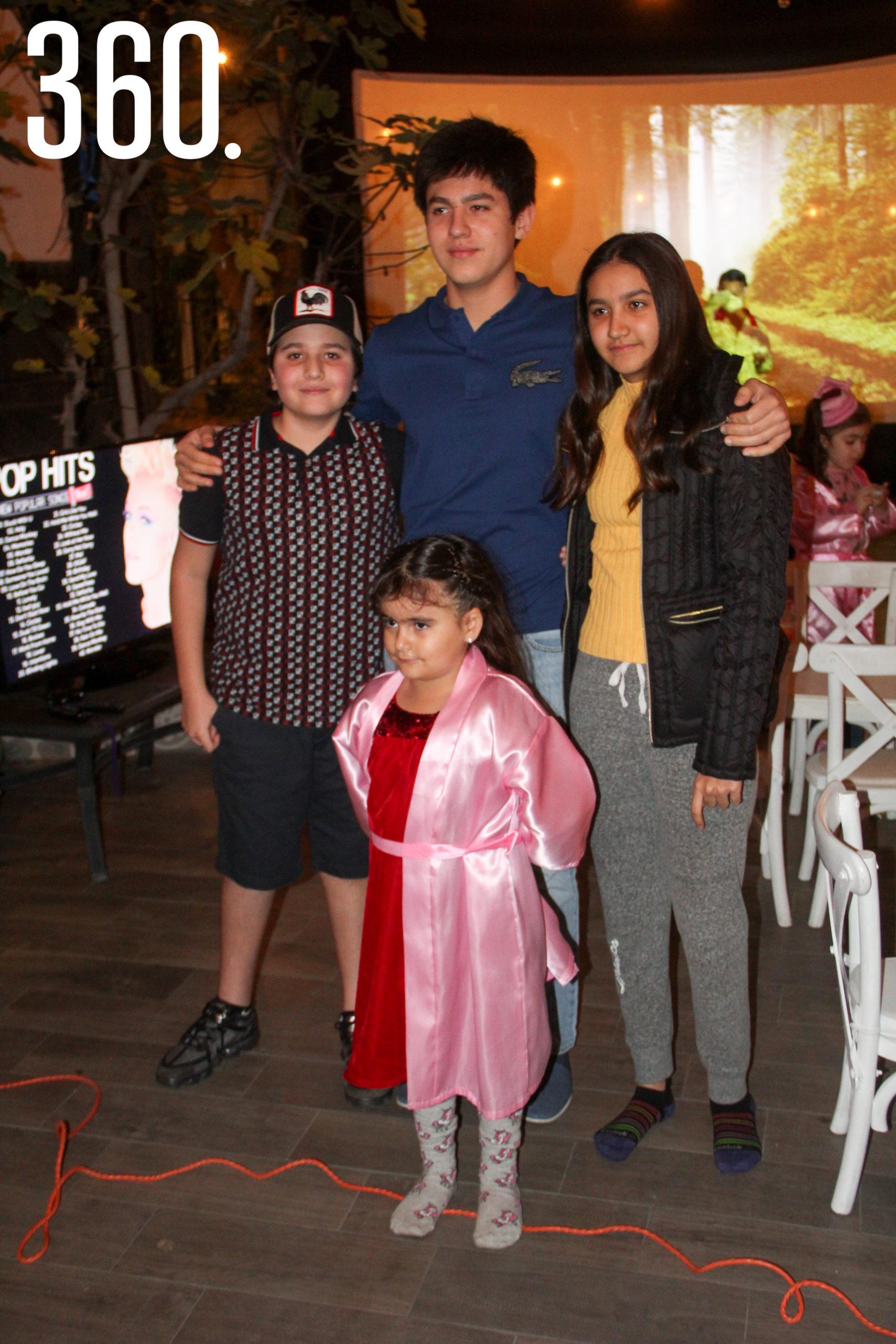 Gali con sus hermanos, Eduardo, Emilio y Bárbara Bichara.
