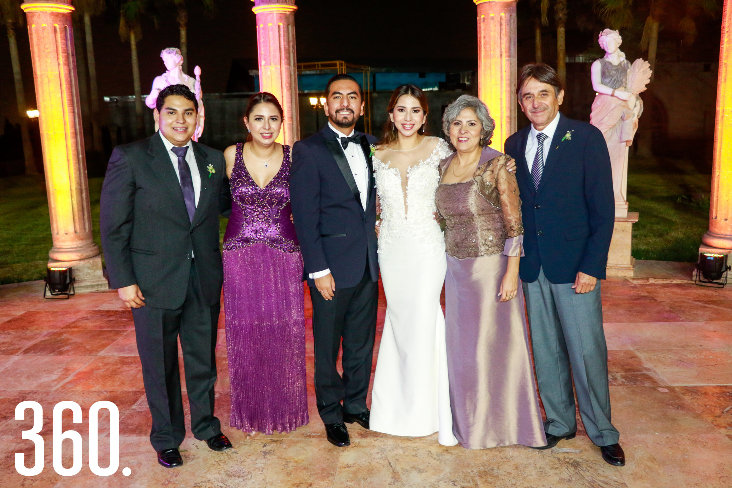 Los novios con Sebastián Villarreal, Alejandra Villarreal, María Antonia Nájera y José Alejandro Villarreal.