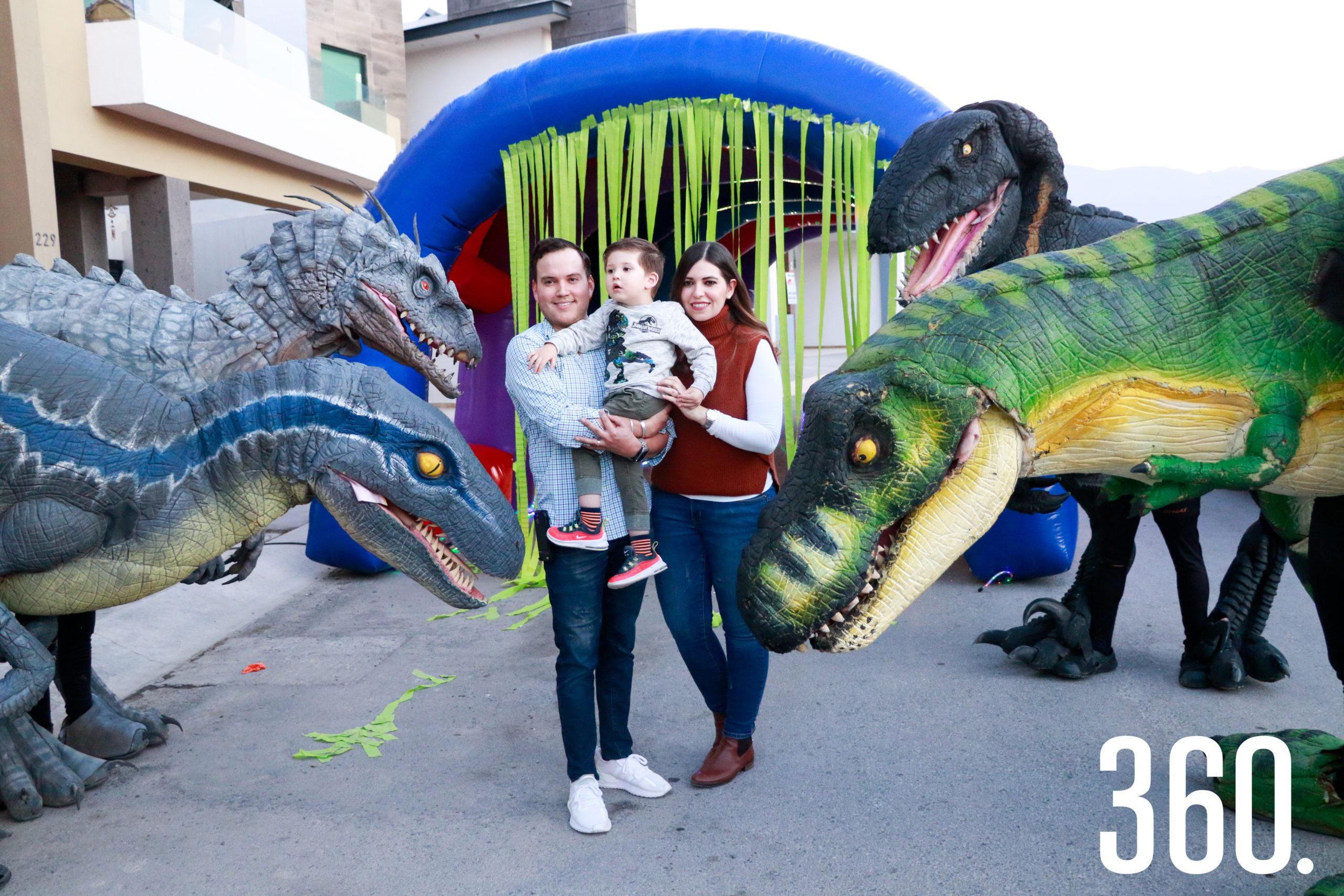 Roberto con los dinosaurios.