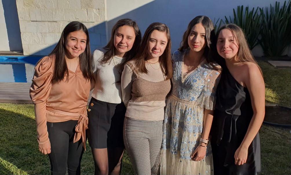 Michelle Zapata, Allegra Nerio, María Ximena Recio, Lannah Ávalos y María José Chávez.