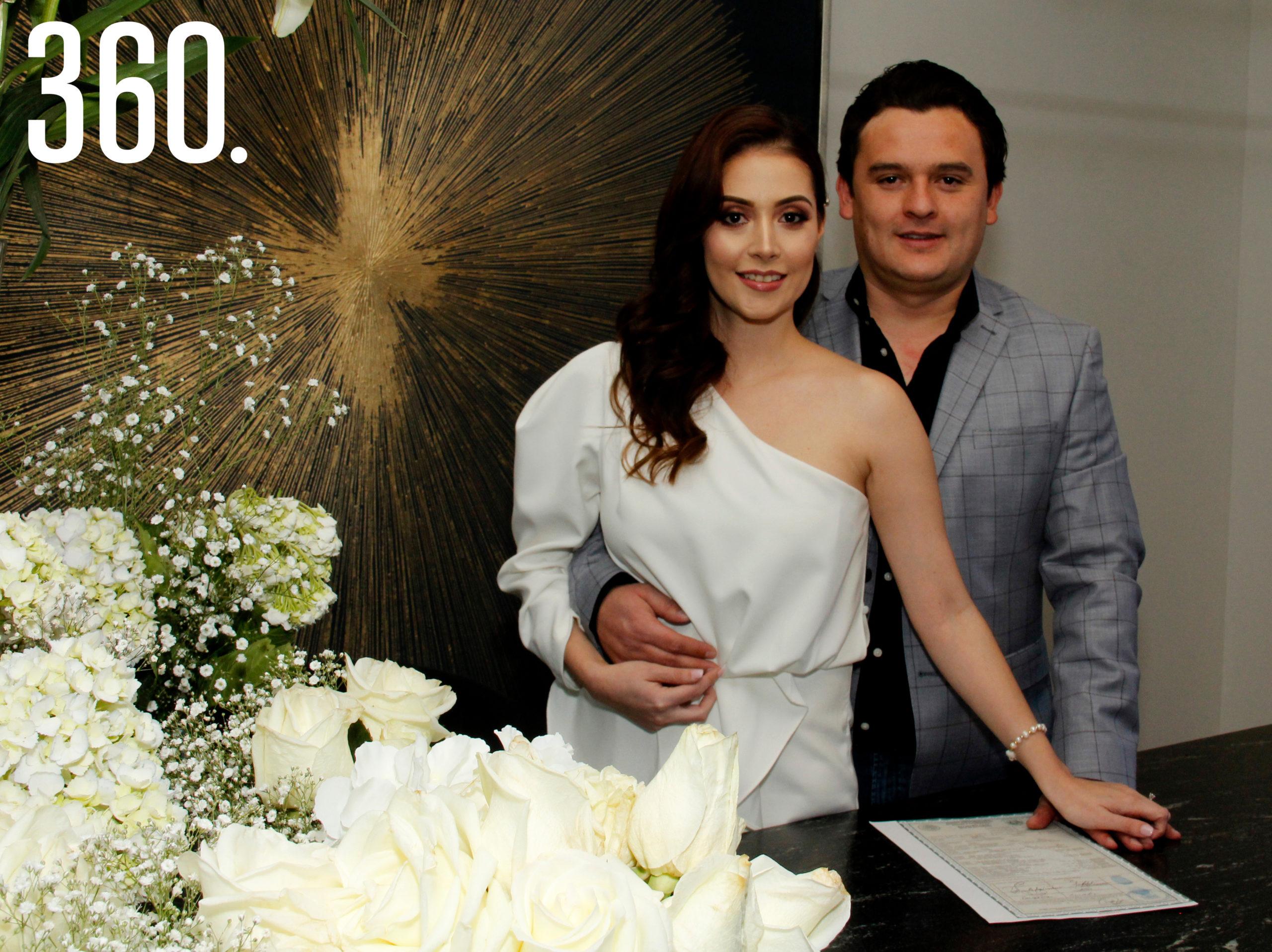 Melanie Ballinas Ibarra y Jesús Francisco Ramírez Valdez contrajeron matrimonio civil en su residencia familiar.