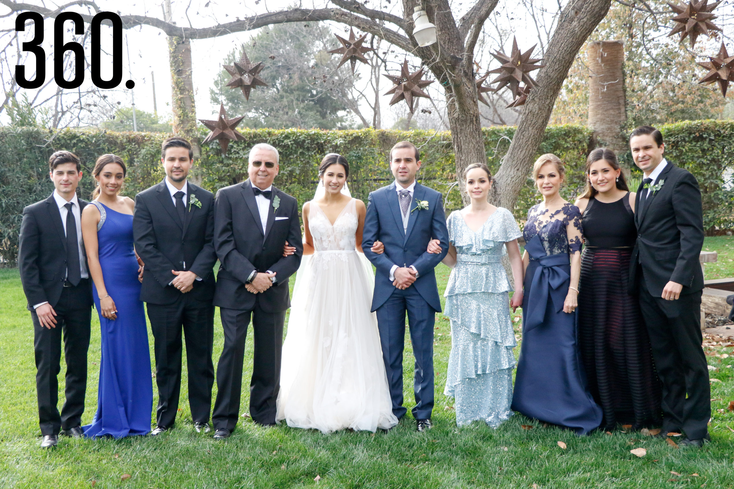Los esposos con la familia Lozano.