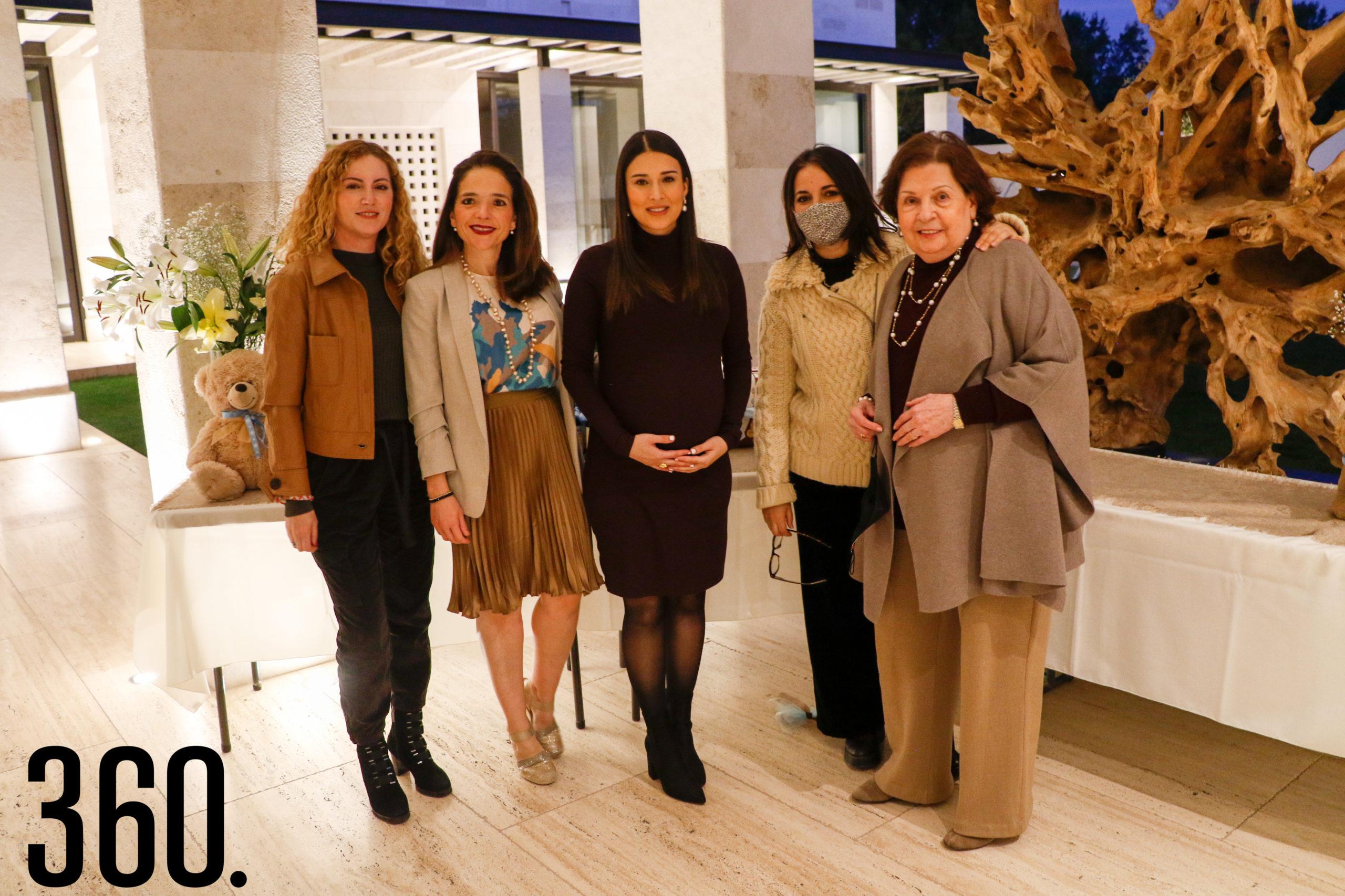 Gabriela Morales, Ale Garza, Verónica Garza, Alejandra Morales y Alejandrina de Morales.