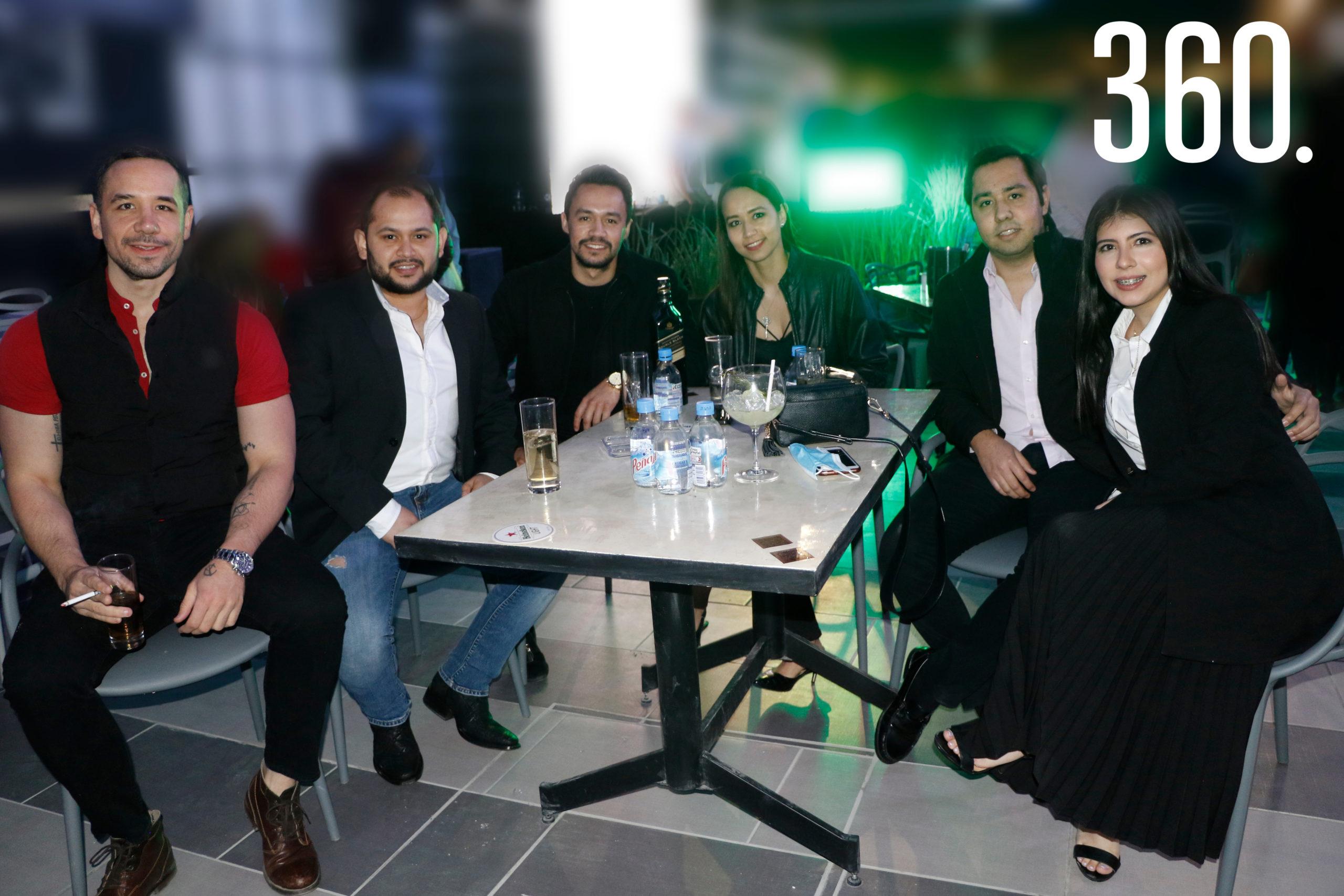Erick Silveira, Damián Cárdenas, Armando Ballesteros, Abril Ballesteros, Alan Ballesteros y María Antonieta Gómez.