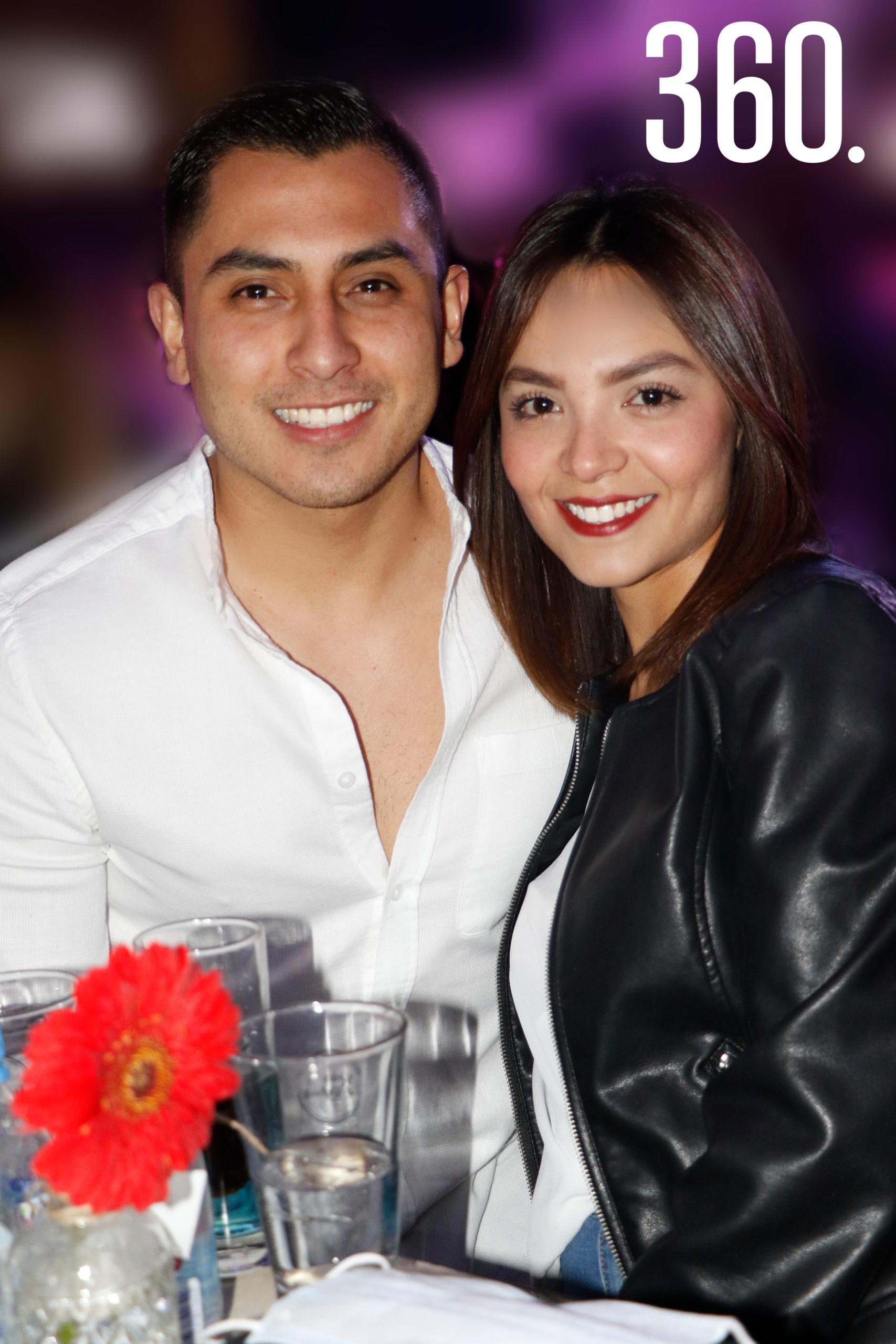 Abraham Flores y Judith Gonzalezpico.