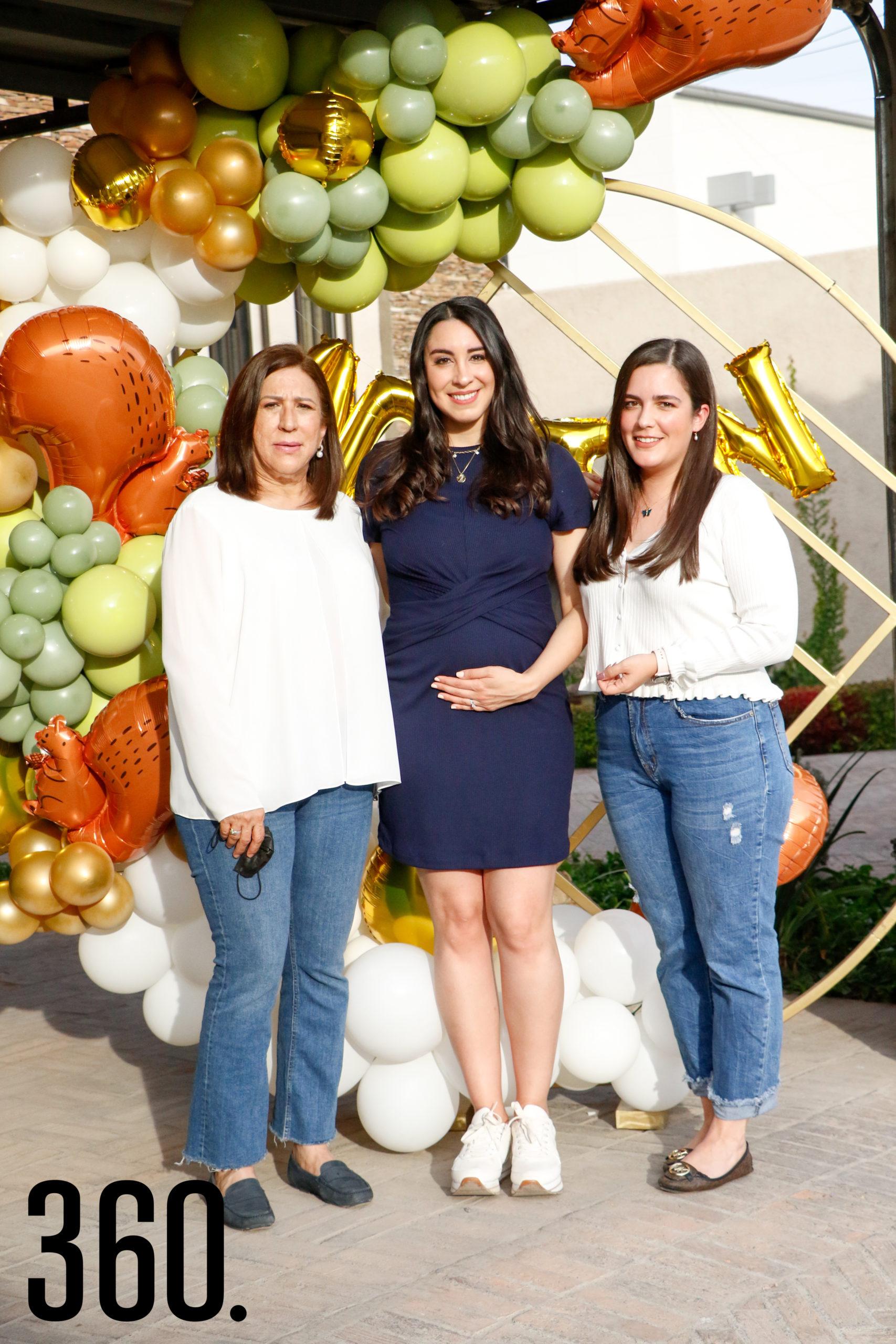 Anabel con su suegra y su cuñada, María Elena del Bosque y María Garza.