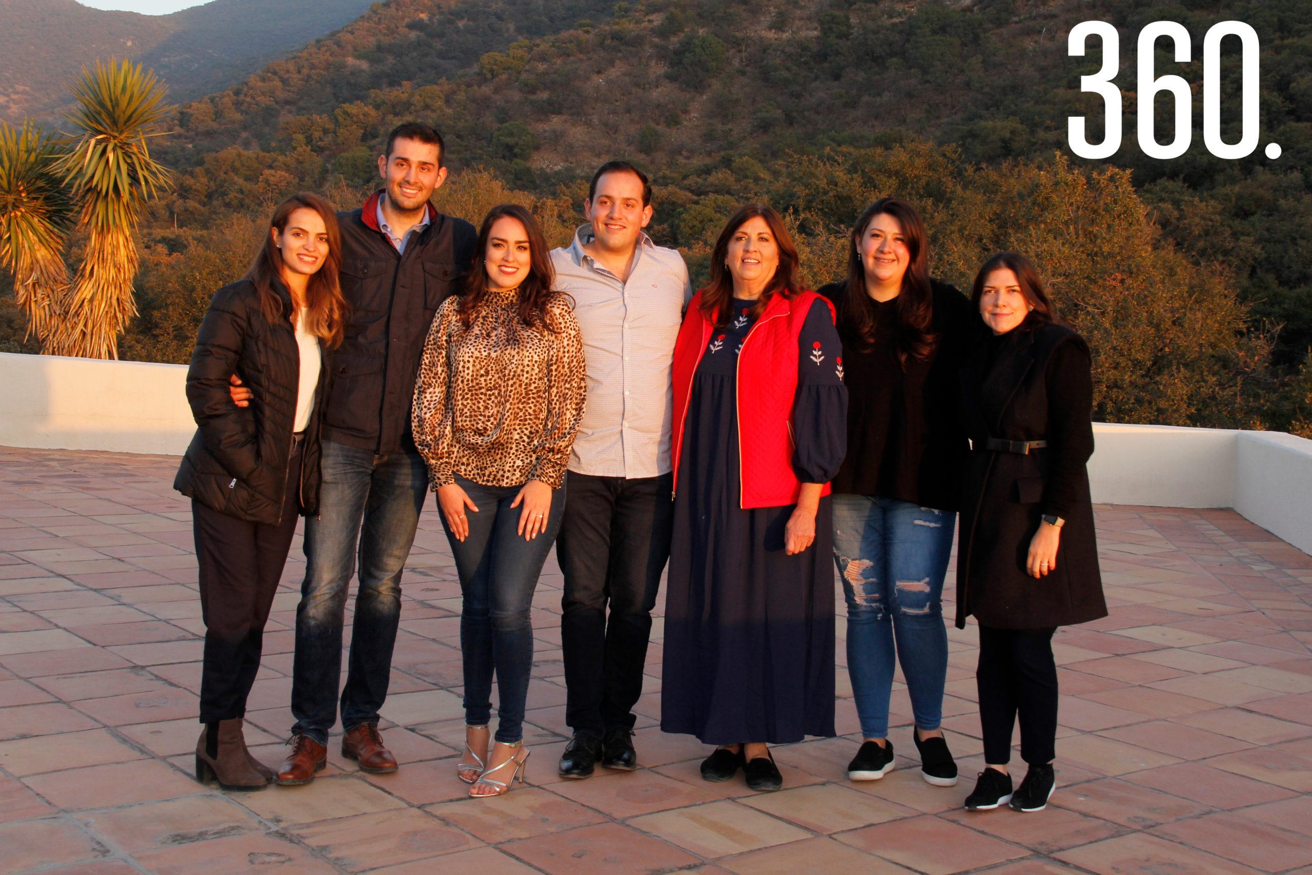 Los integrantes de la familia Villarreal Castilla acompañaron a Rodrigo e Ilsse.
