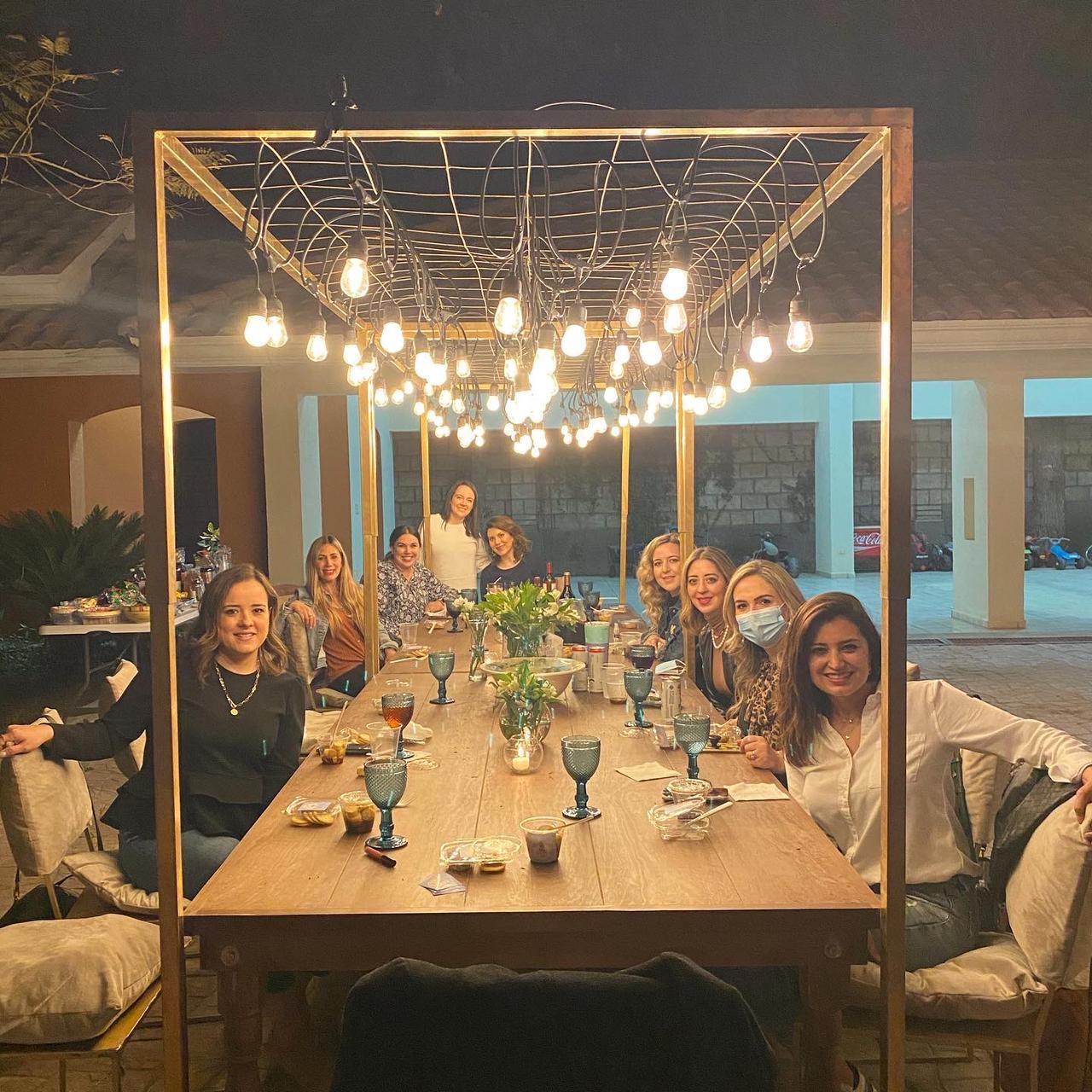 Liliana Mitre, Daniela José, Analú Chávez, Mariana Arizpe, Karina José, Romy Valdés, Yussel Lozano, María Inés Valdés, Rosa Martha Valdés.