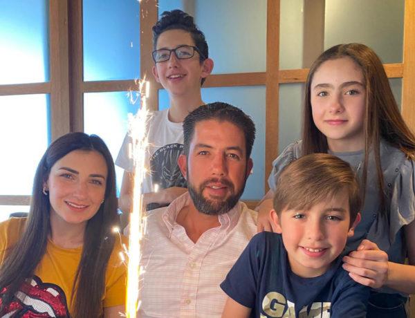 El festejado junto a su esposa Linda y sus hijos Eloy, Lynette y Matteo.