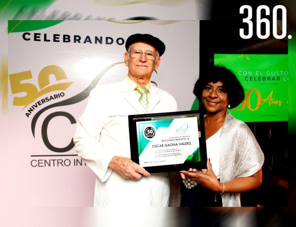 Óscar Gaona Valdez y su esposa Georgelina Contreras Díaz celebraron el 50 aniversario del Centro Integral del Pie.