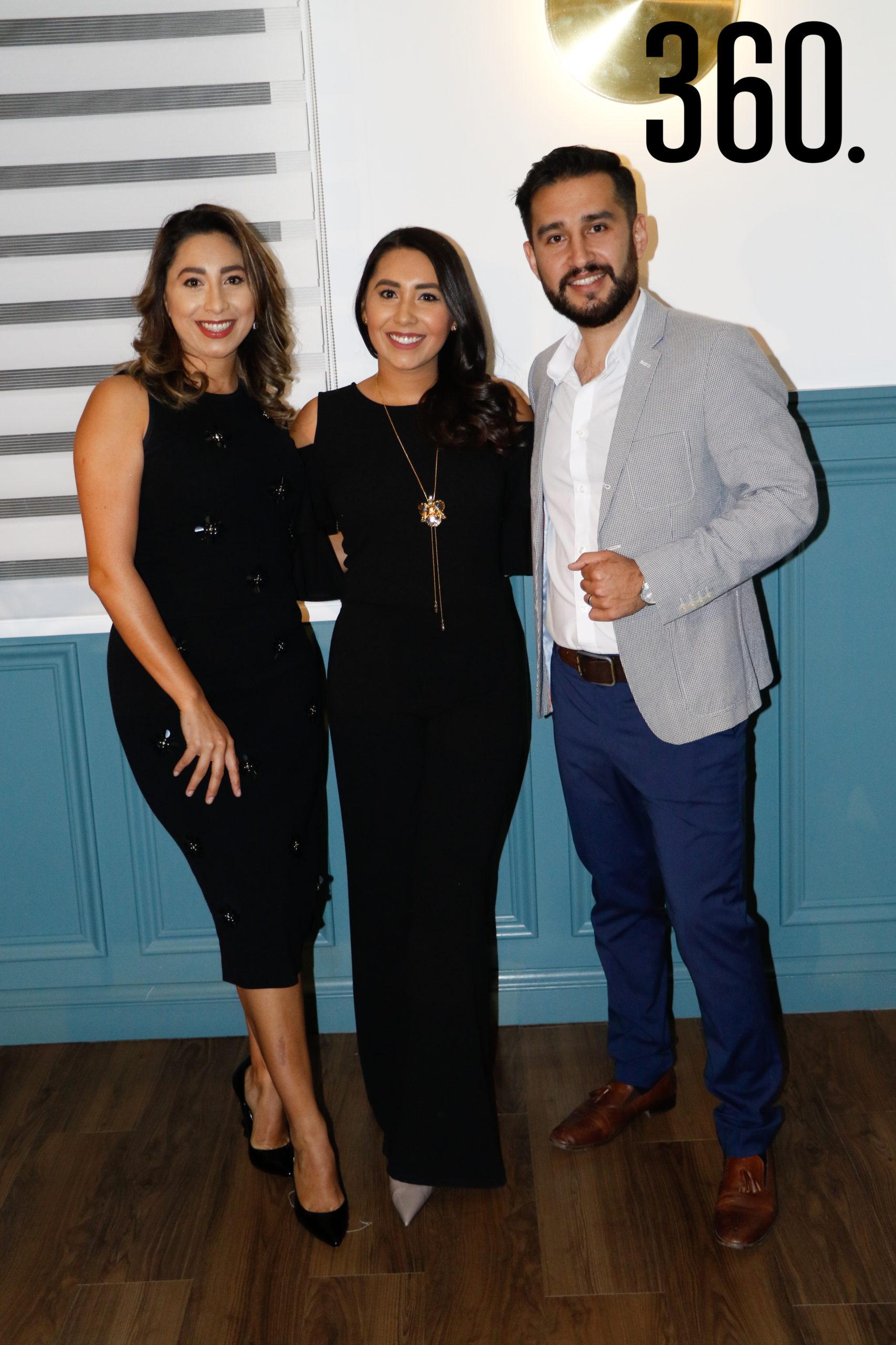 Viviana Guerrero, Lorena Guerrero y Rodrigo Aguilera.