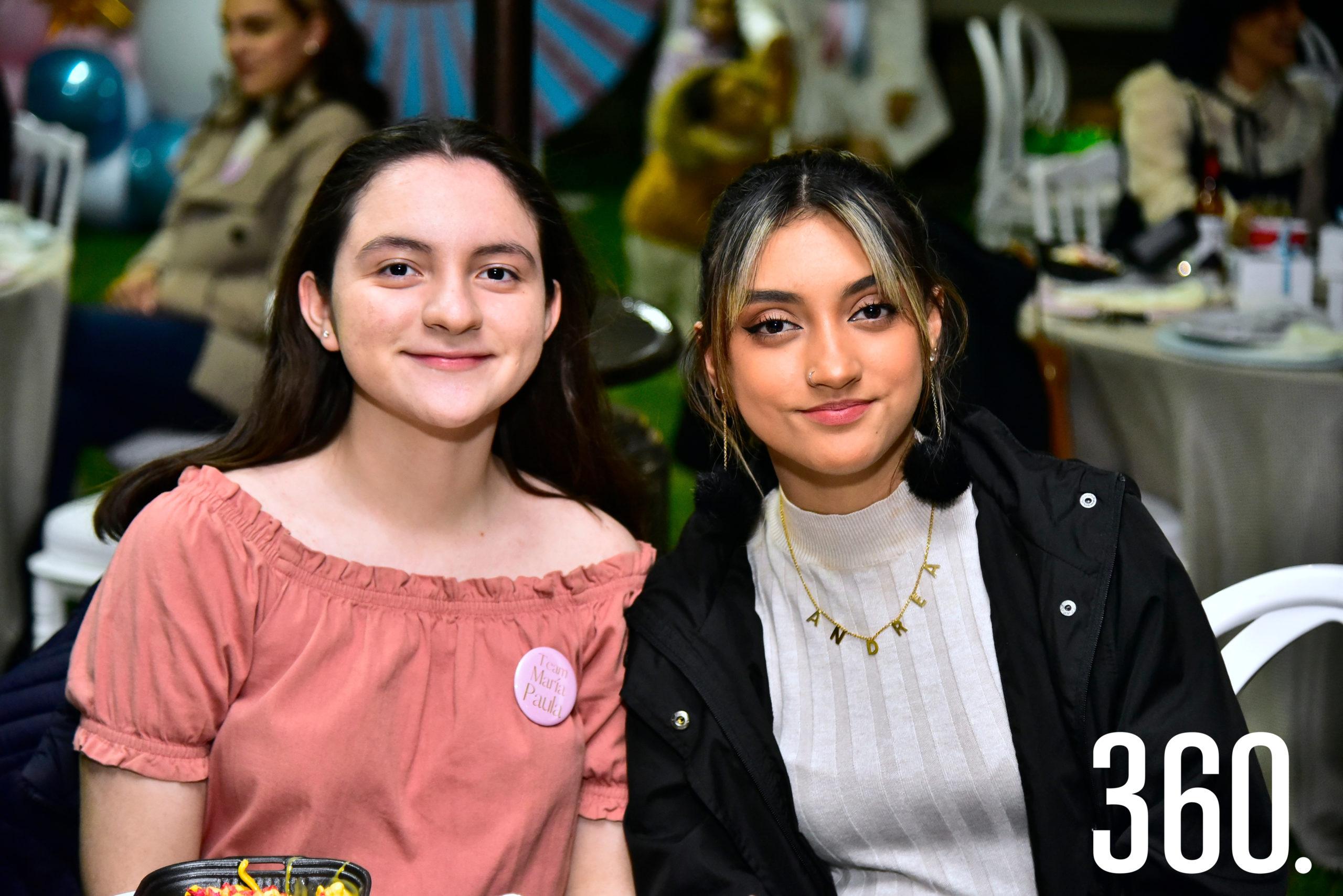 Diana Flores y Andrea Juárez.