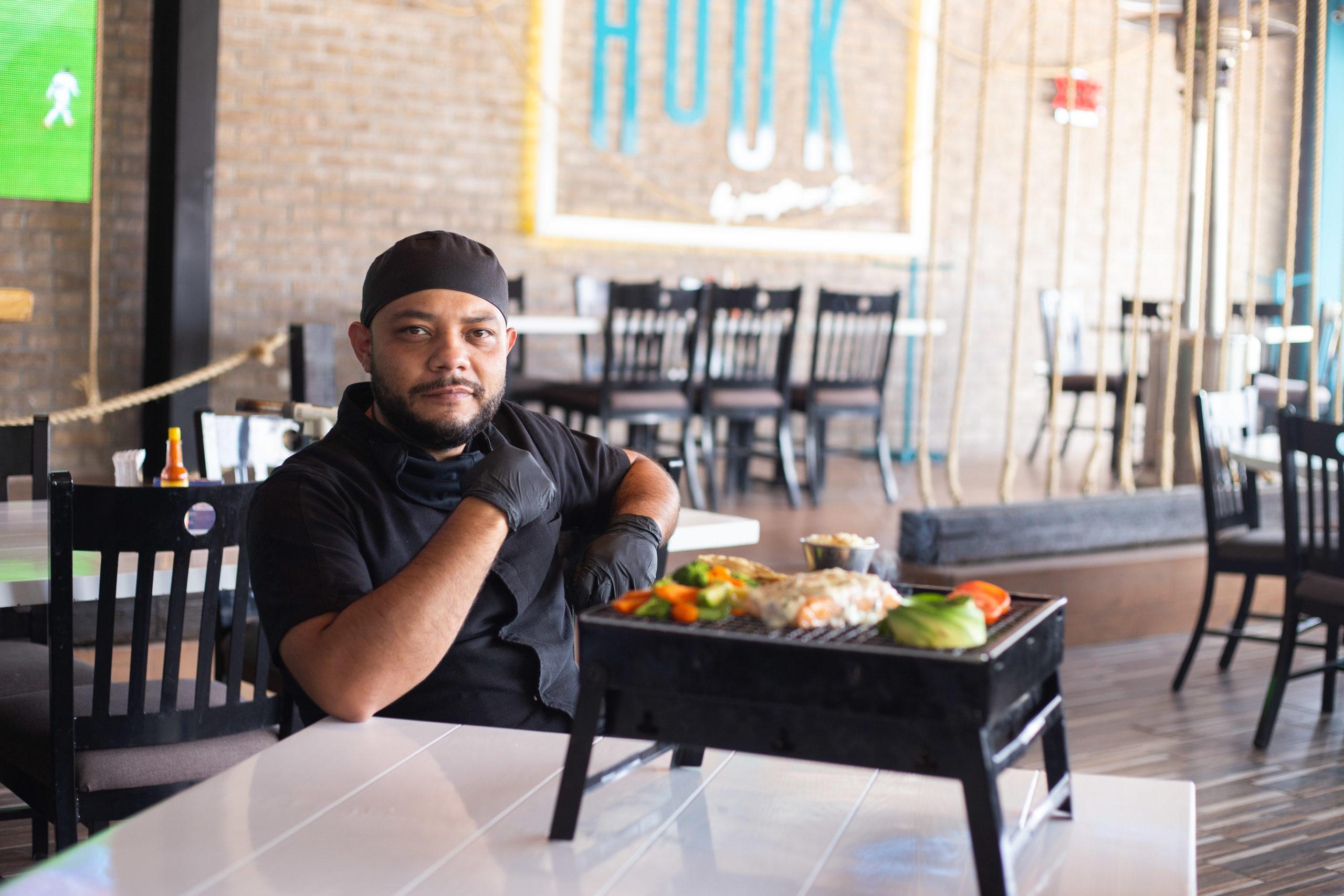 """El chef Gil invita a probar los platillos que parecen """"recién salidos del mar""""."""