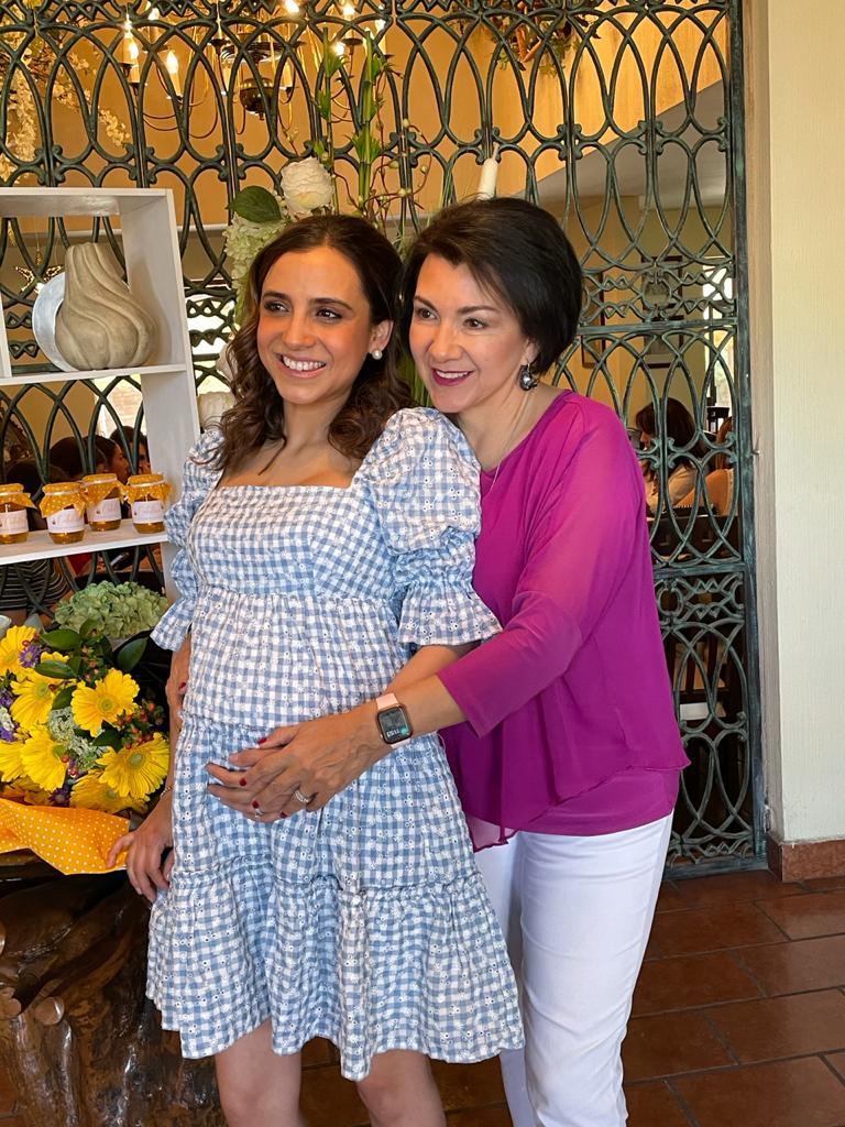 Monica Arce y Myrna Cardoza.
