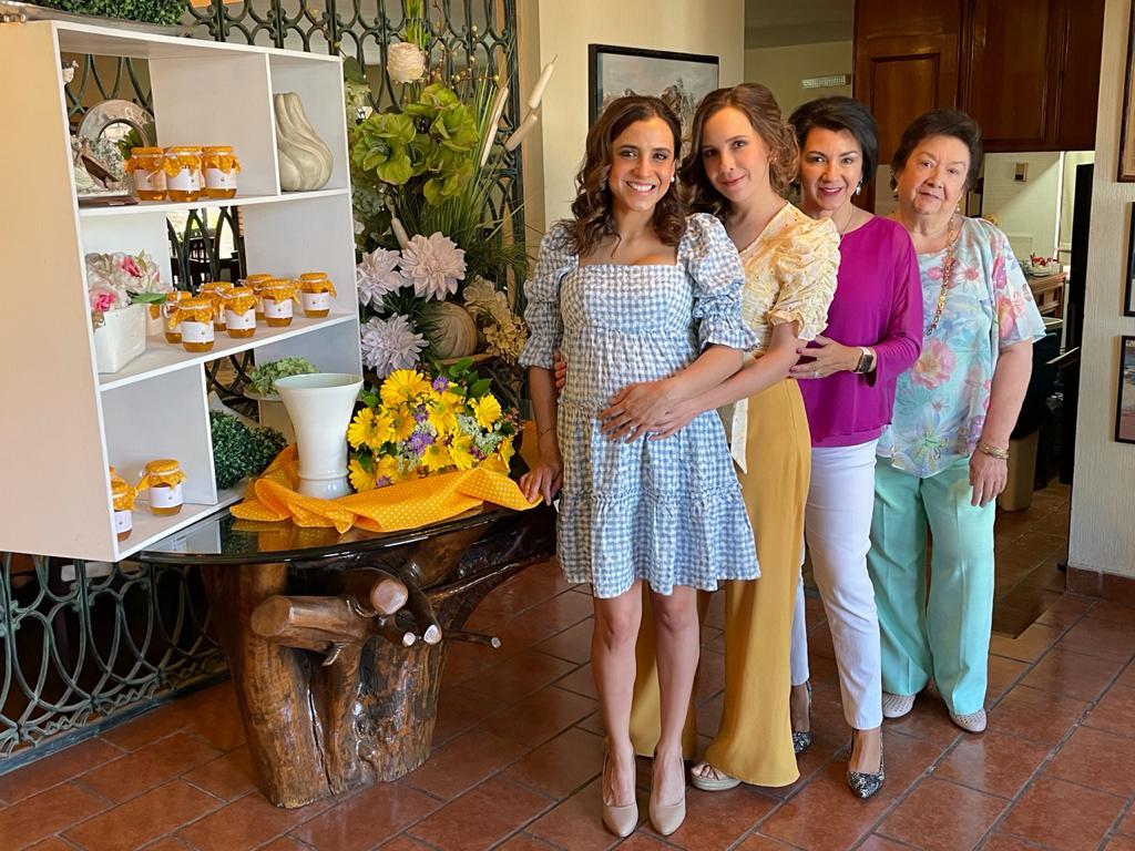 Mónica Arce Cardoza, Myrna Arce Cardoza, Myrna Cardoza de Camacho y Myrna Garza de Cardoza.