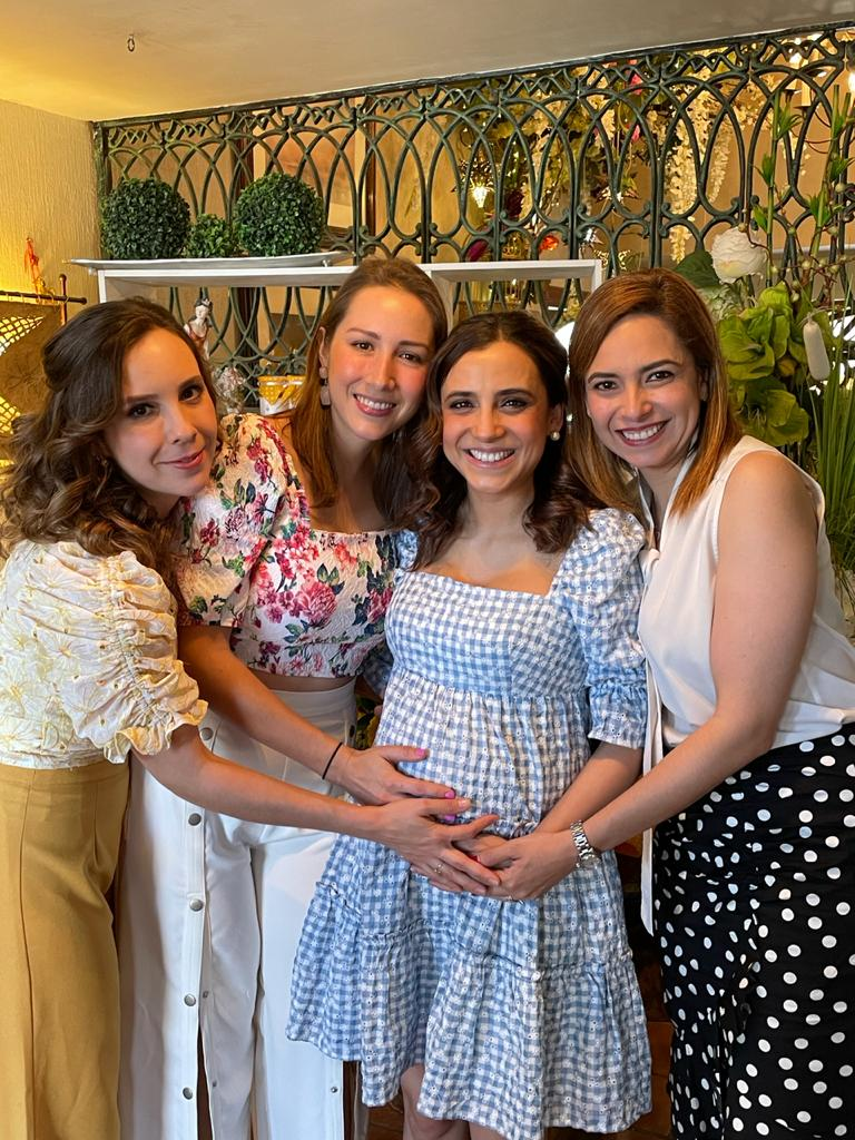 Mónica Arce Cardoza, Myrna Arce Cardoza, Paola Cardoza y Neni Garza.