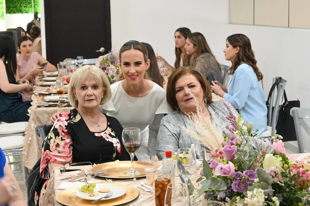 Alicia Guajardo, Fer Blackaller y Gaby Canales.