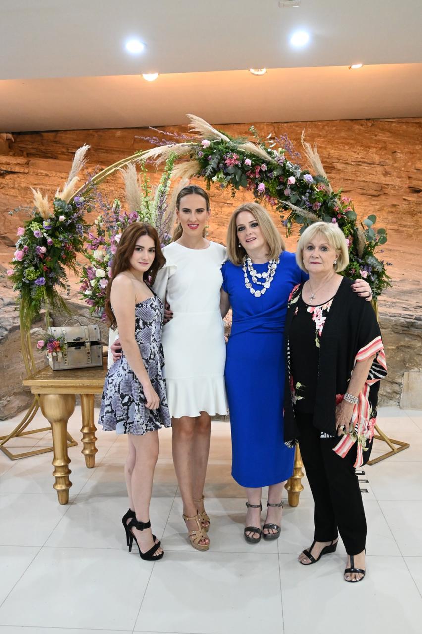 Paulina Davila,Fer Blackaller, Ileana Pader y Alicia Guajardo