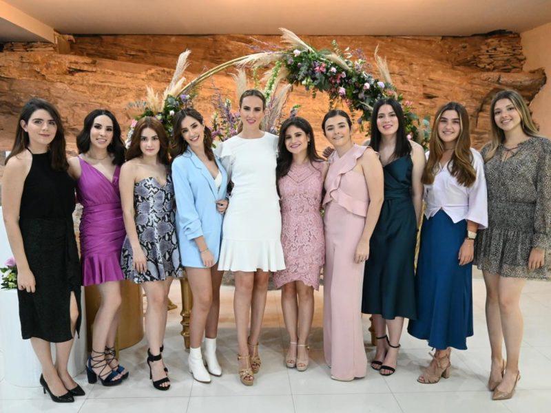 Sofía Kalionchiz, Carmen, Paulina Dávila, Cristy, Gladys Villarreal, Fer Blackaller, Camila K, Camila Dlg, Viveka Munch y Anacristina Villarreal
