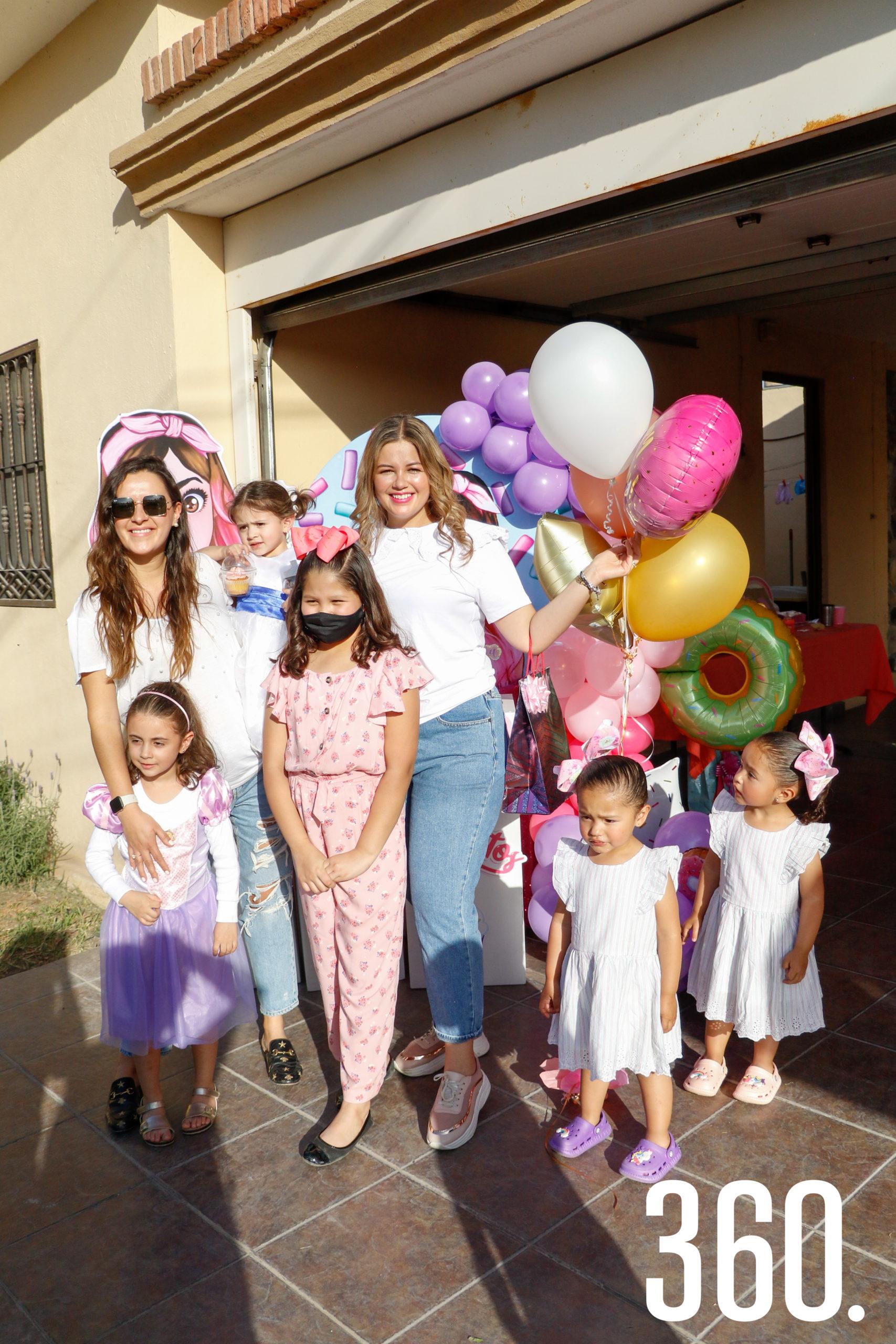 Ana Lucía Paz, Valeria y Mariana Martínez, Ana María, Mariana Cabello, Alina y Jimena Martínez.