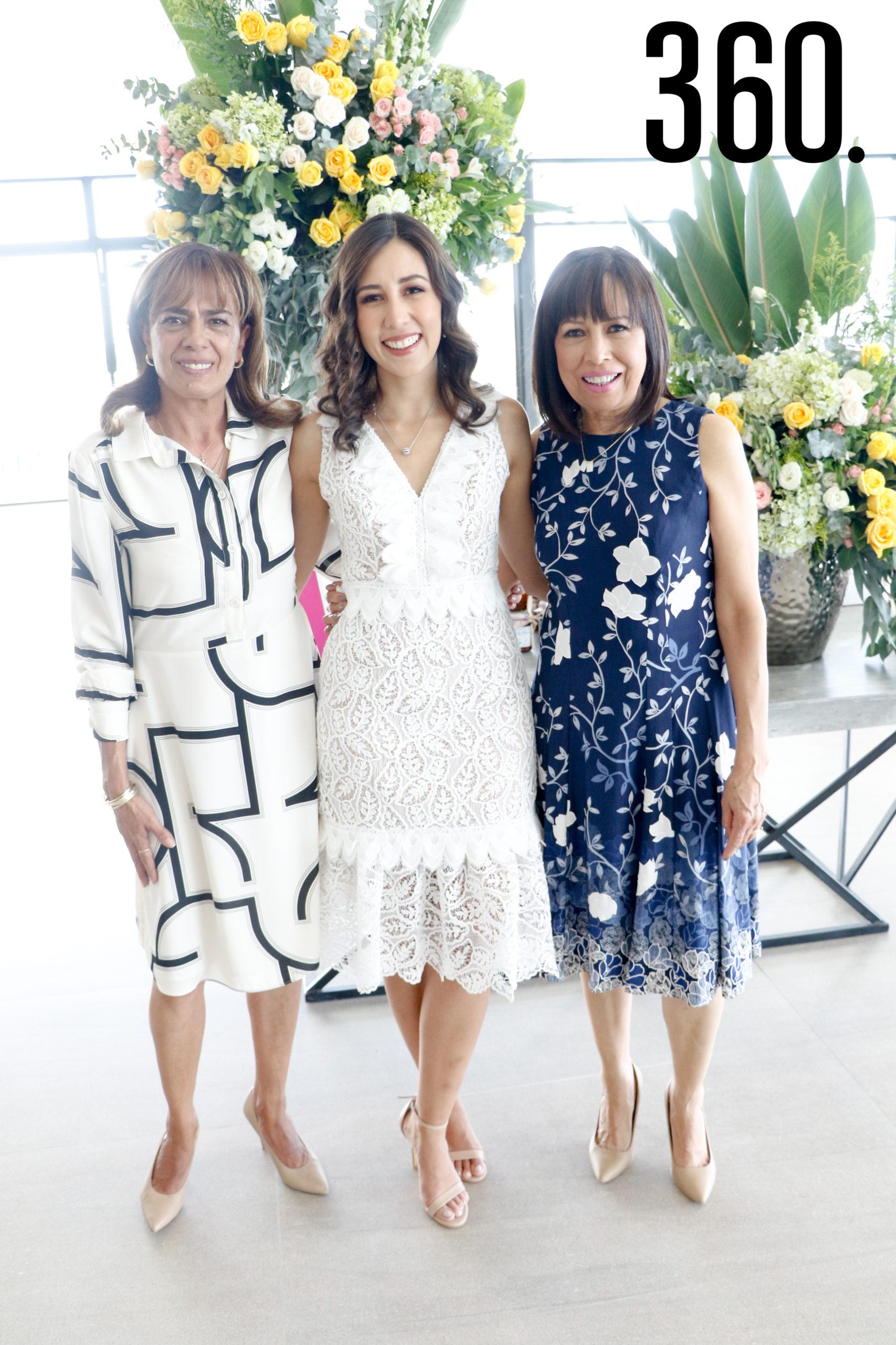 Gaby con su suegra y su madre, Patricia Macías y Olga Caldera.