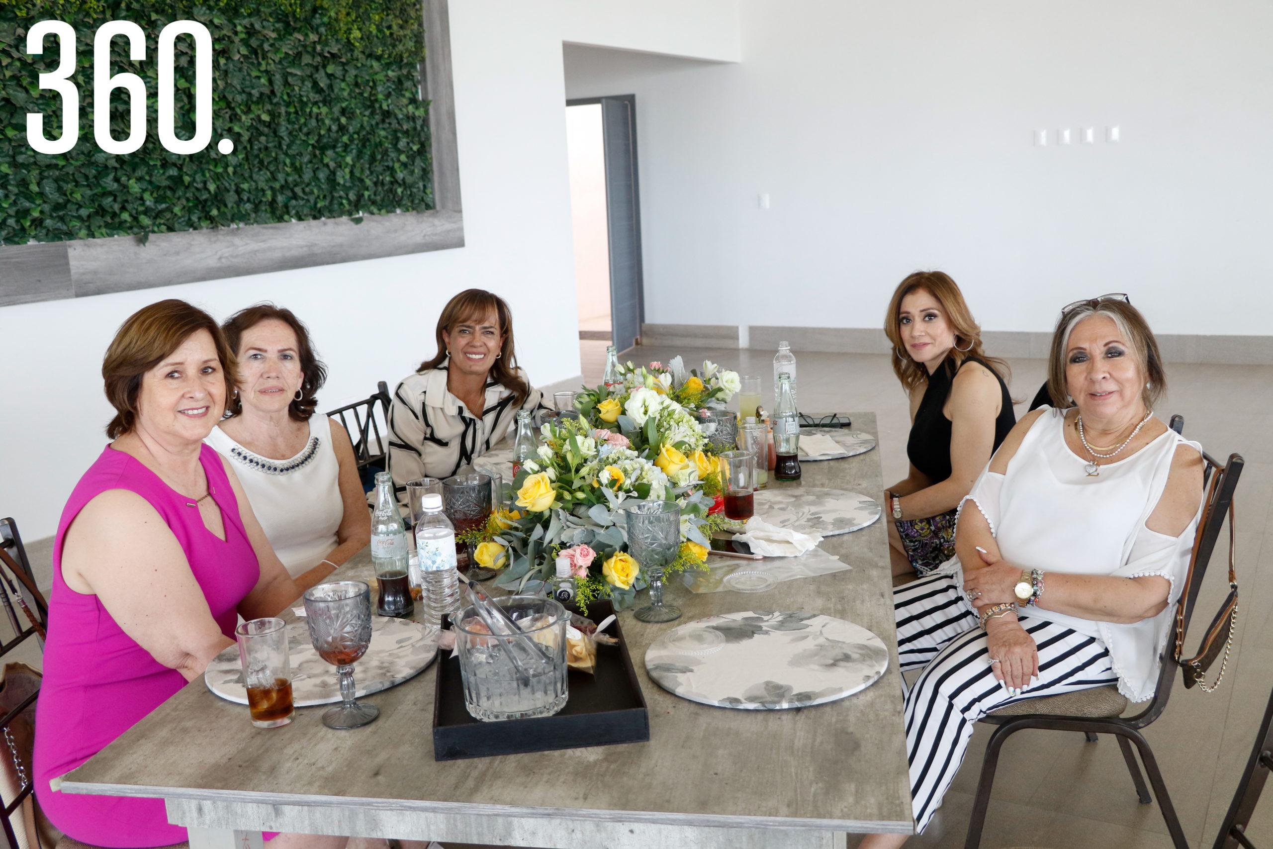 Carmen Gutiérrez, Irene Ewald, Patricia Macías, Martha Torres y Elia Oliveras.