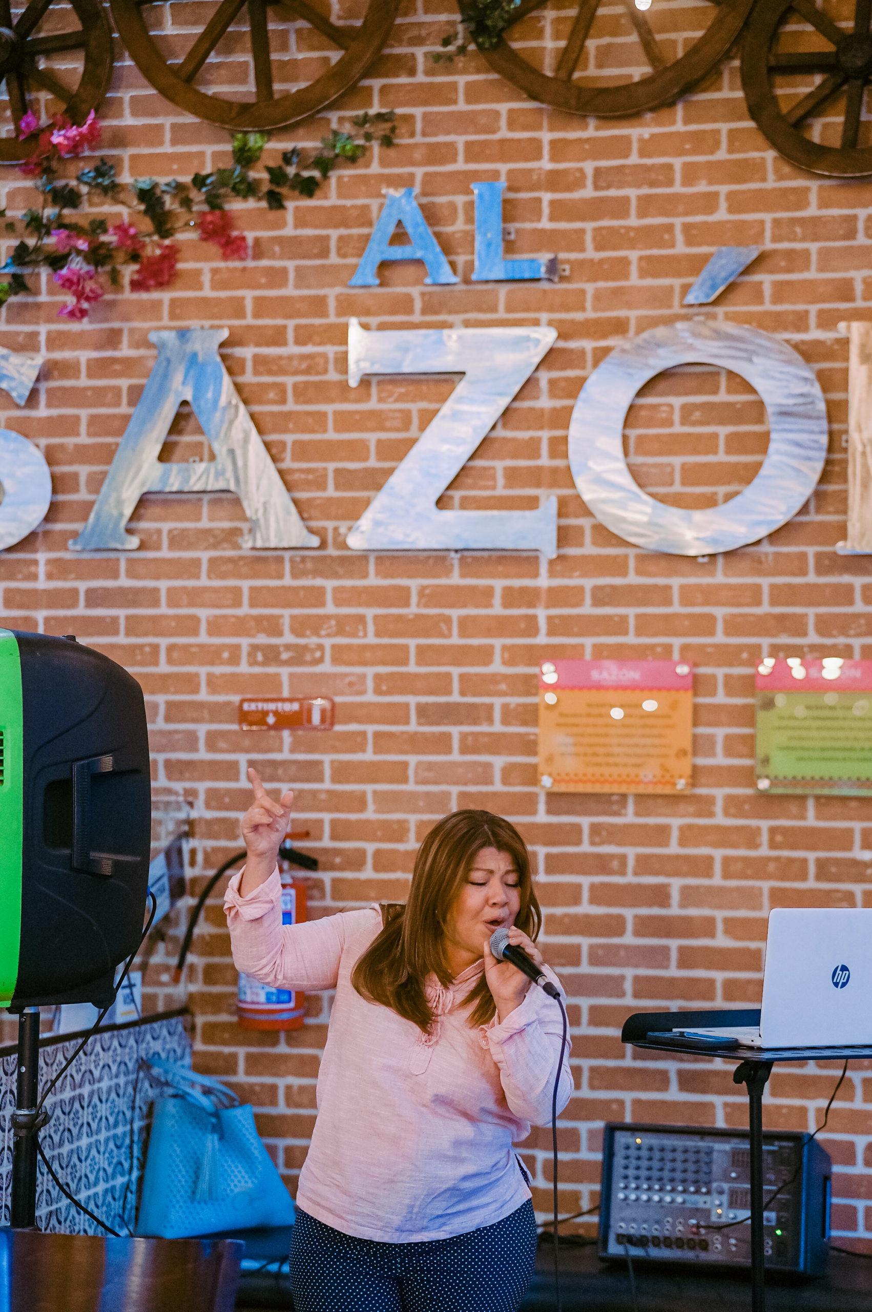 Al Sazón se distingue por un ambiente familiar y amigable