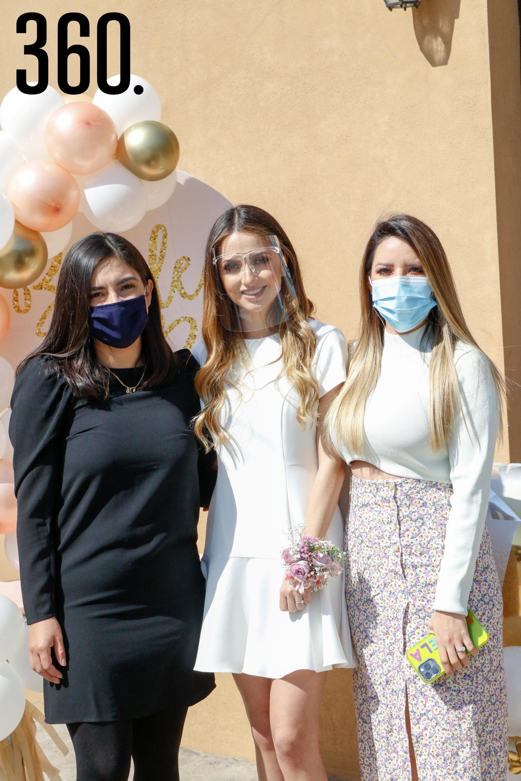 Brenda con Ale Treviño y Daniela Rocamontes.