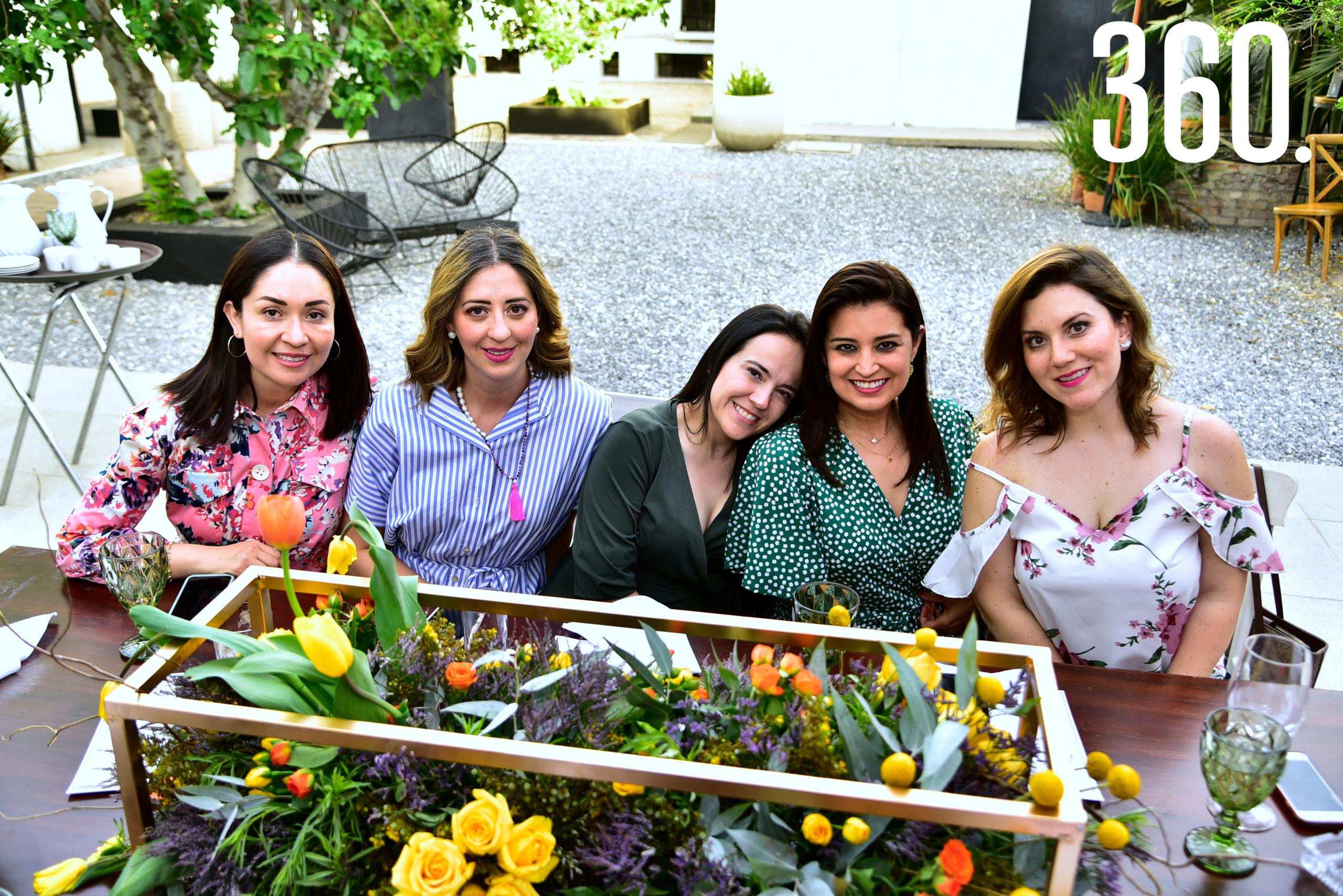 Cecilia Balderas, Yussel Lozano, Mariana Arizpe, Martha Valdés y Karina José.