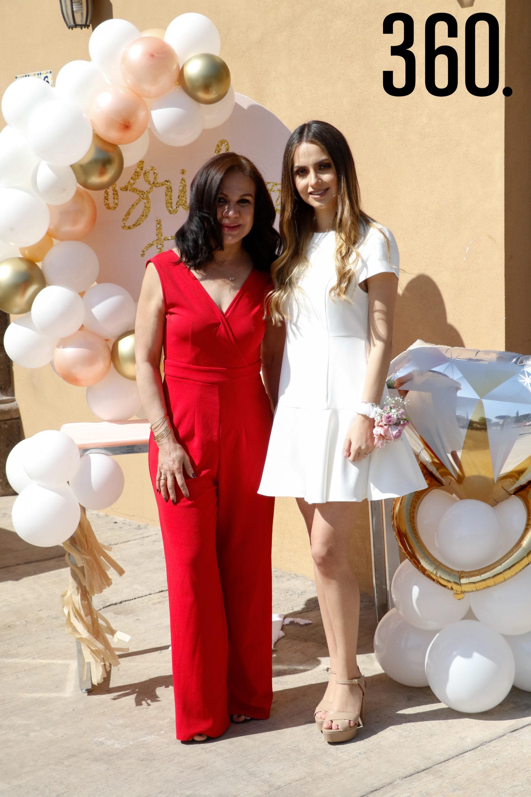 Brenda con Elsa Chávez, suegra.