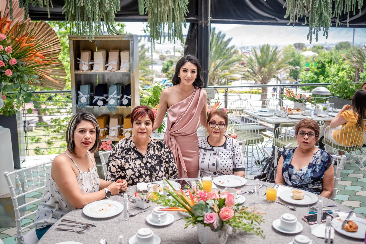Edda Ramos, Silvia Rodríguez, Paola Rodríguez, Lourdes Rodríguez y Reina Rodríguez.