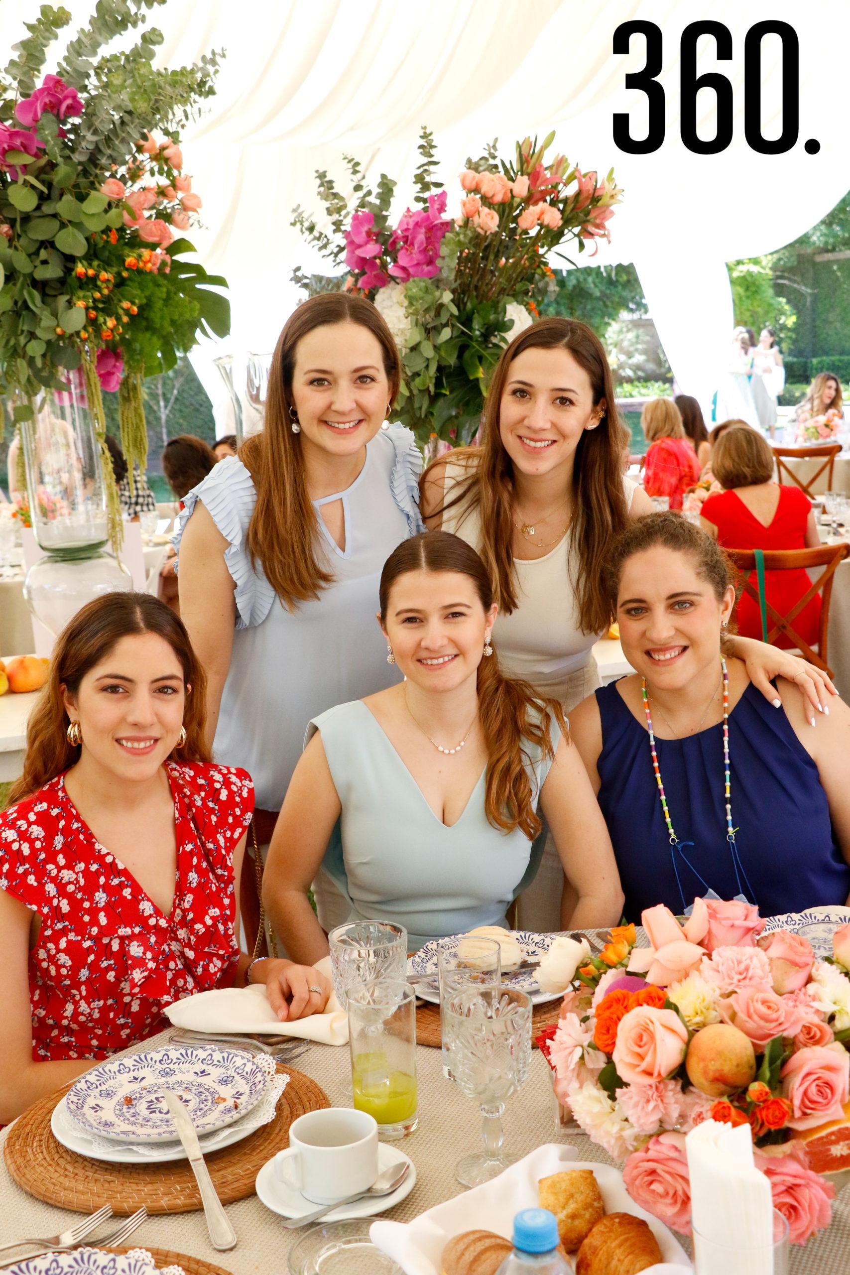 Mariana de la Garza, Sofía de la Garza, María Fernanda Dávila, Silvia Dávila y Ana Cristina de la Garza.
