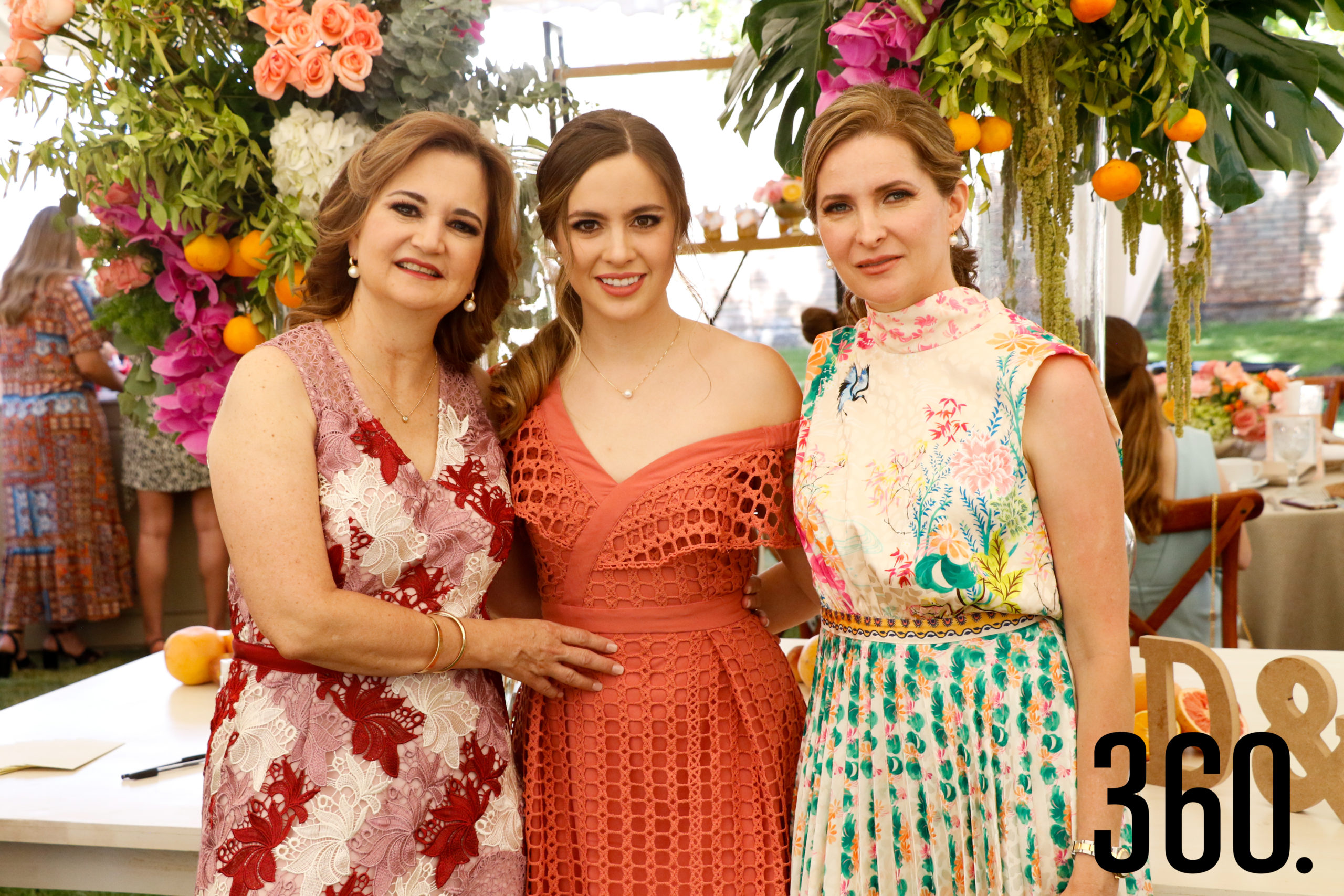 Daniela con su madre y su suegra, Fernanda Osuna de Arsuaga y Elma Arizpe de Dávila.