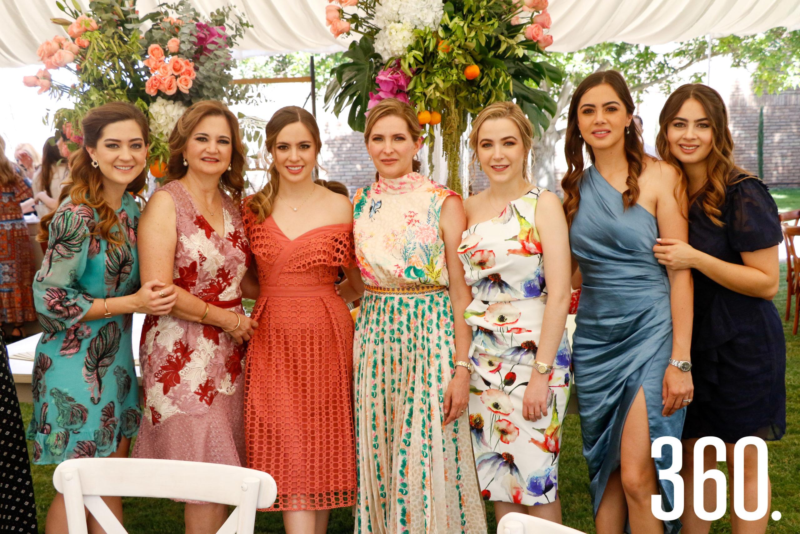 Paulina Arsuaga, Fernanda Osuna de Arsuaga, Daniela Arsuaga, Elma Arizpe de Dávila, Elma Dávila, Mafer Arsuaga y Karina Arsuaga.