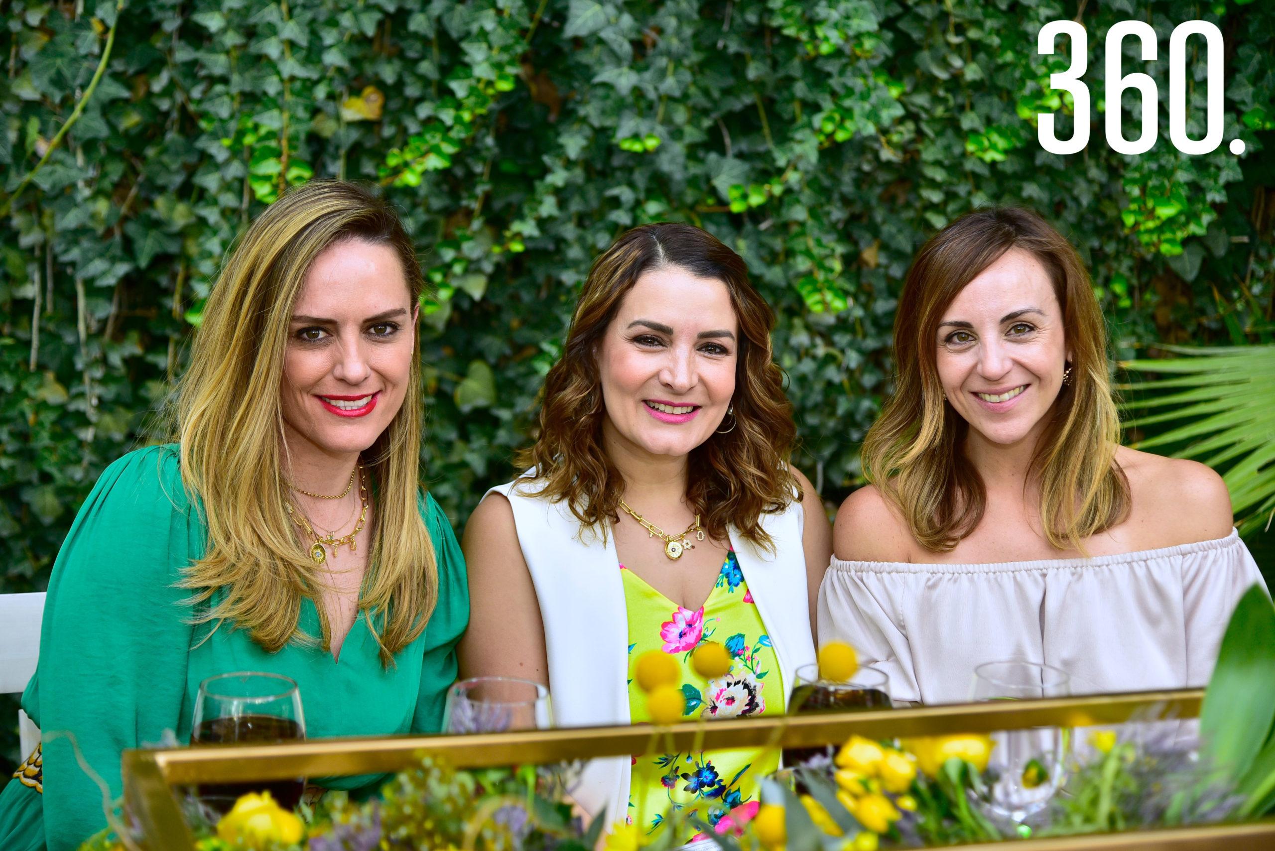 Ana Lorena Galindo, Amadelia de los Santos y Viviana Mercado.