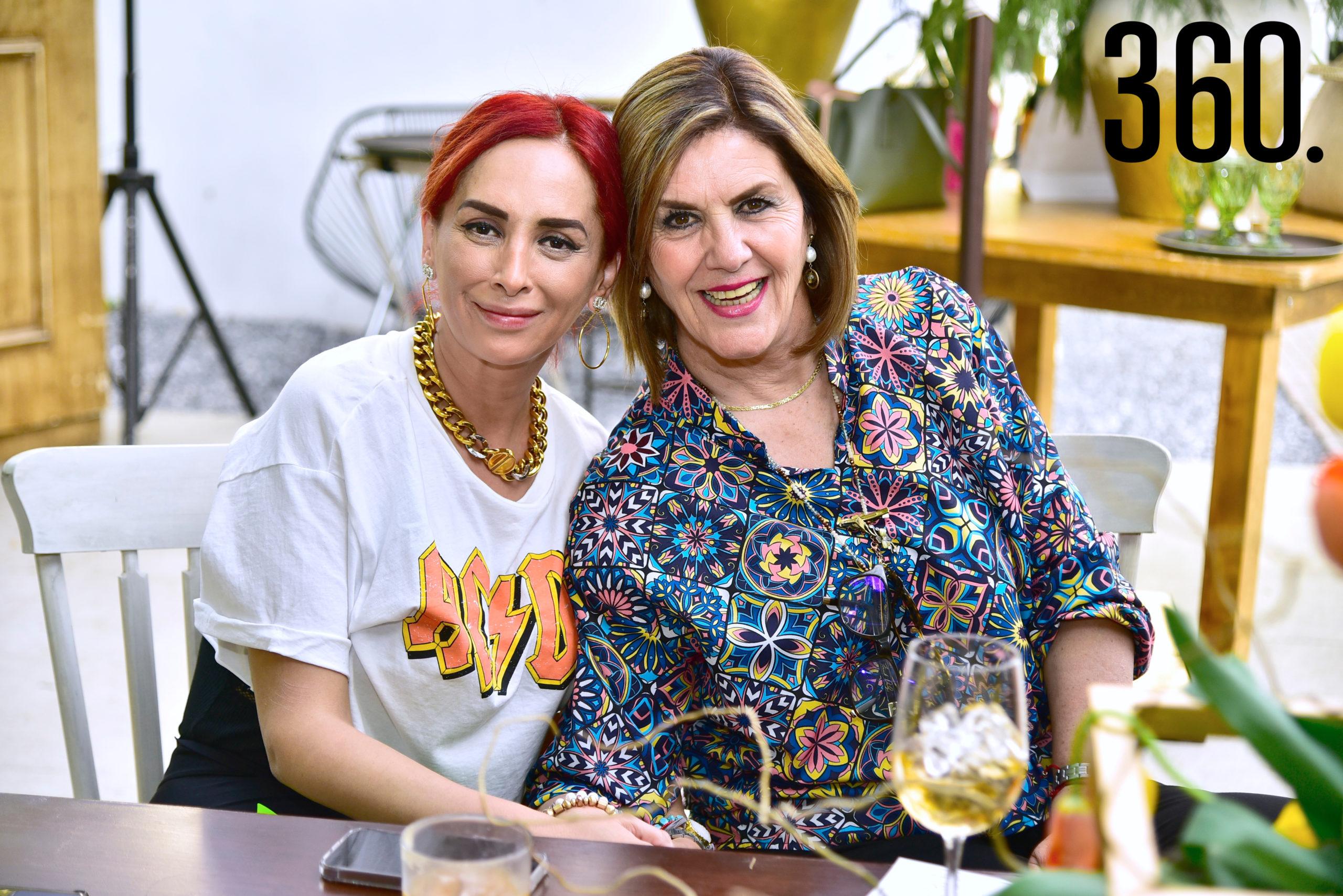 Mónica Robles y Rosario Cepeda.